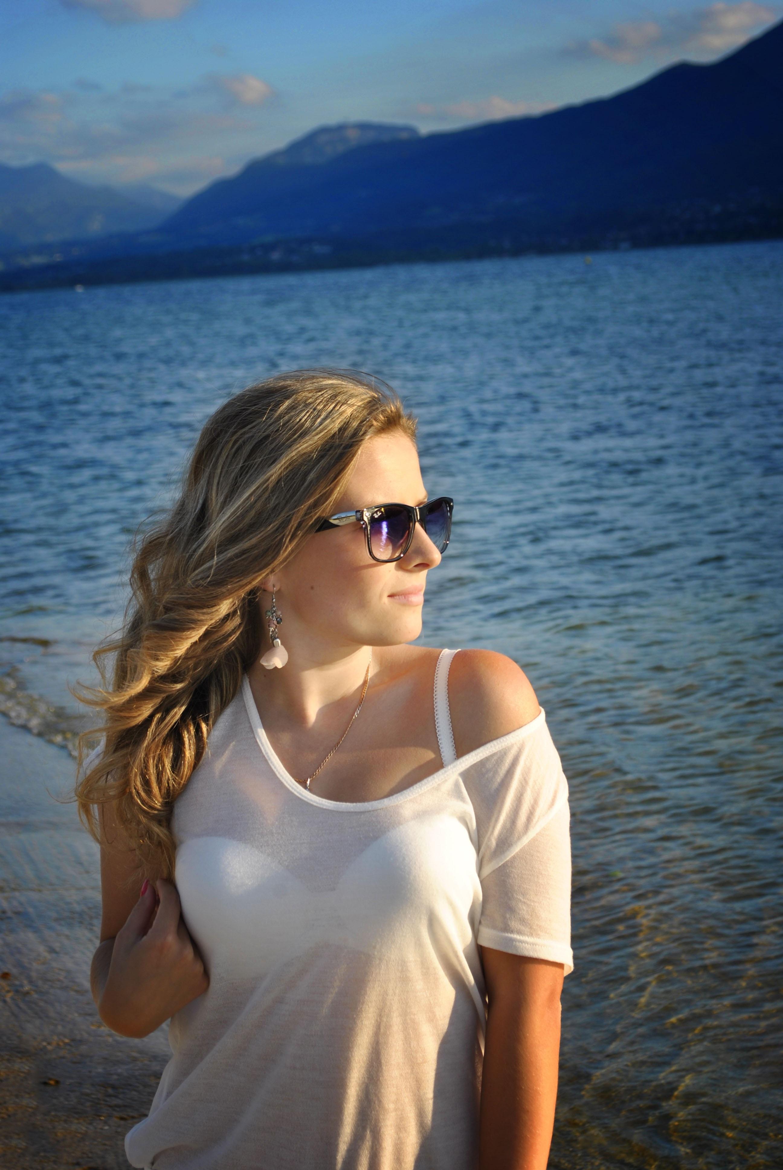 блондинка в очках от солнца фото