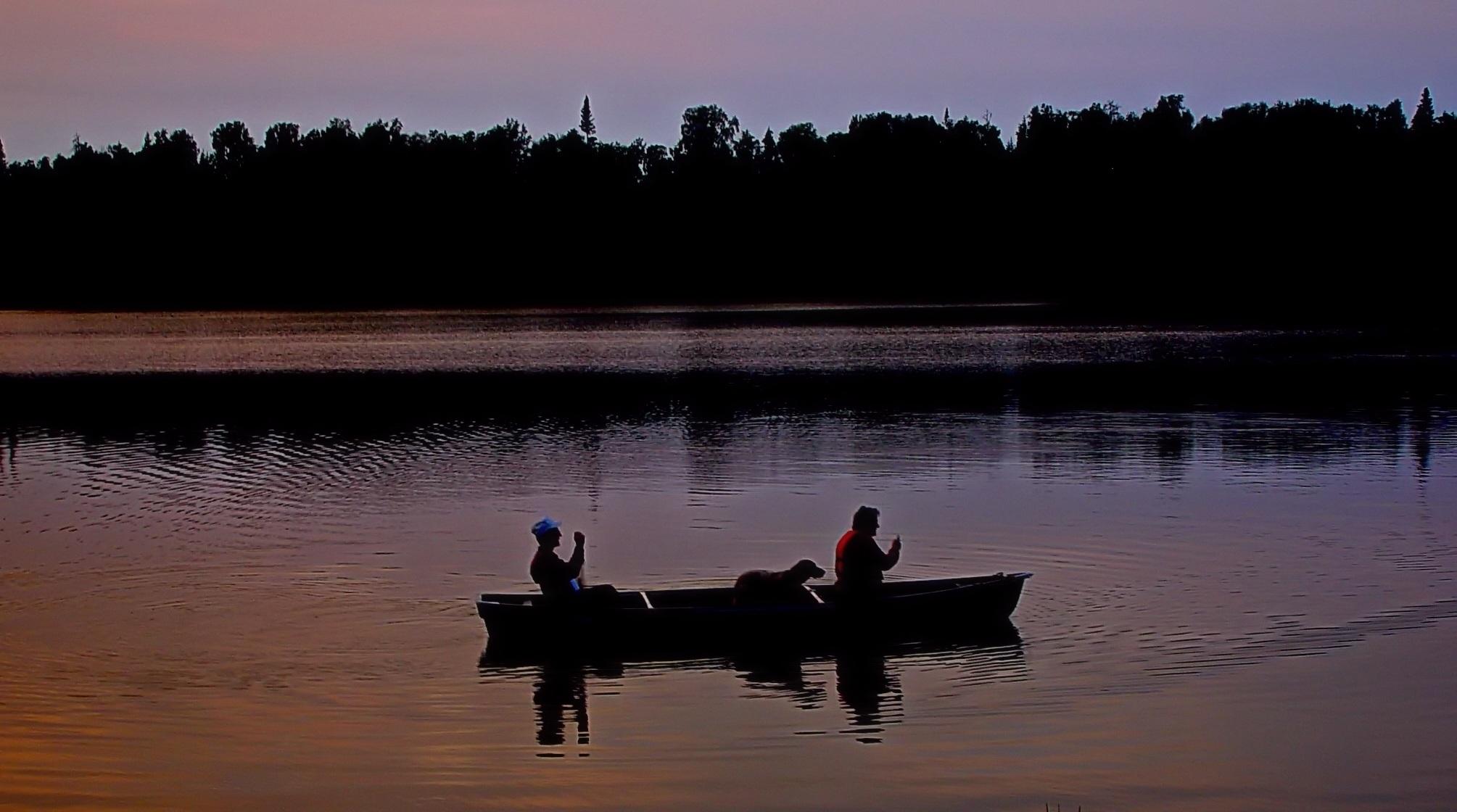 картинки человек в лодке на реке пожалуйста, какие