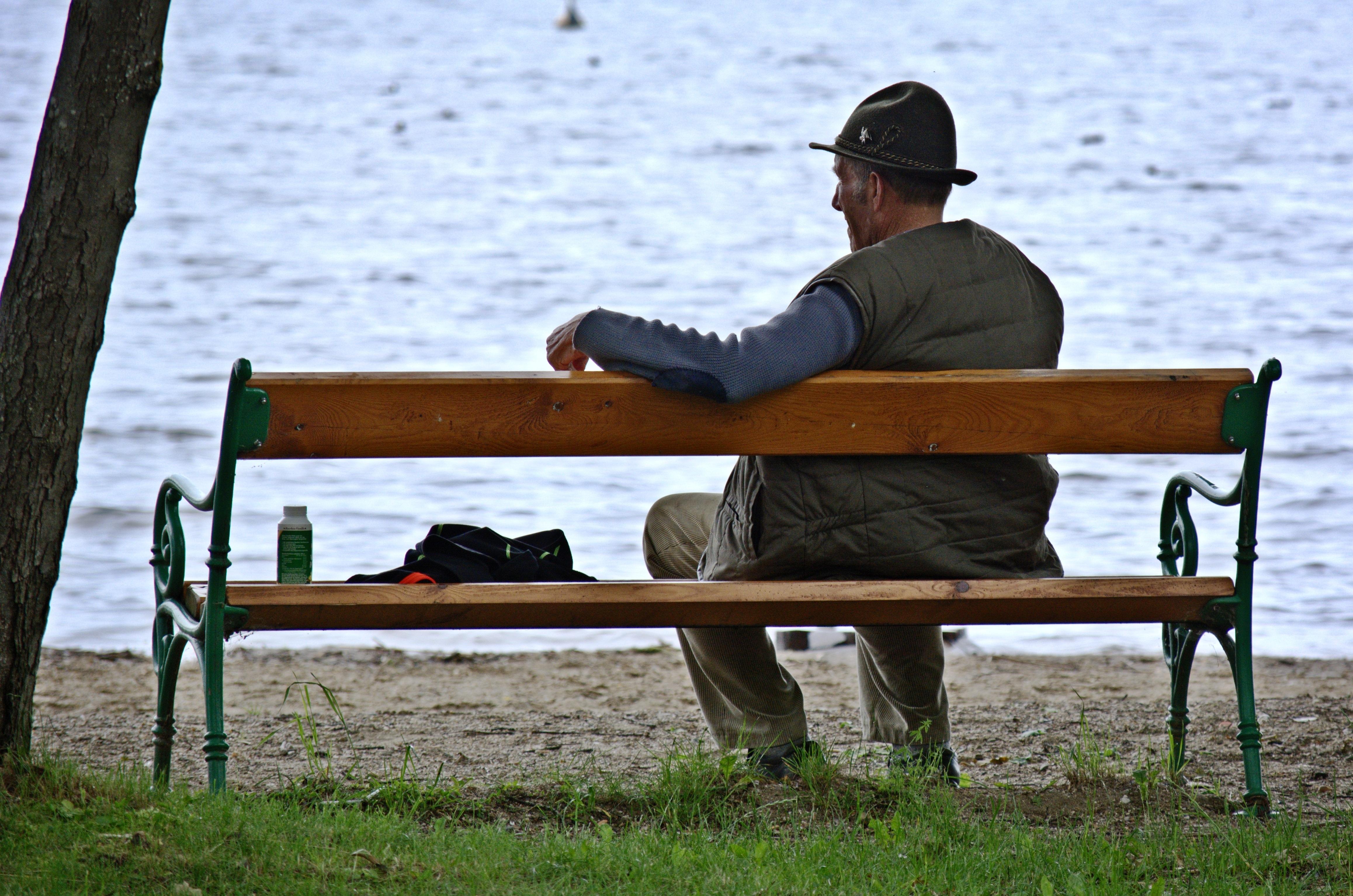люди сидят на скамейке картинки некоторое
