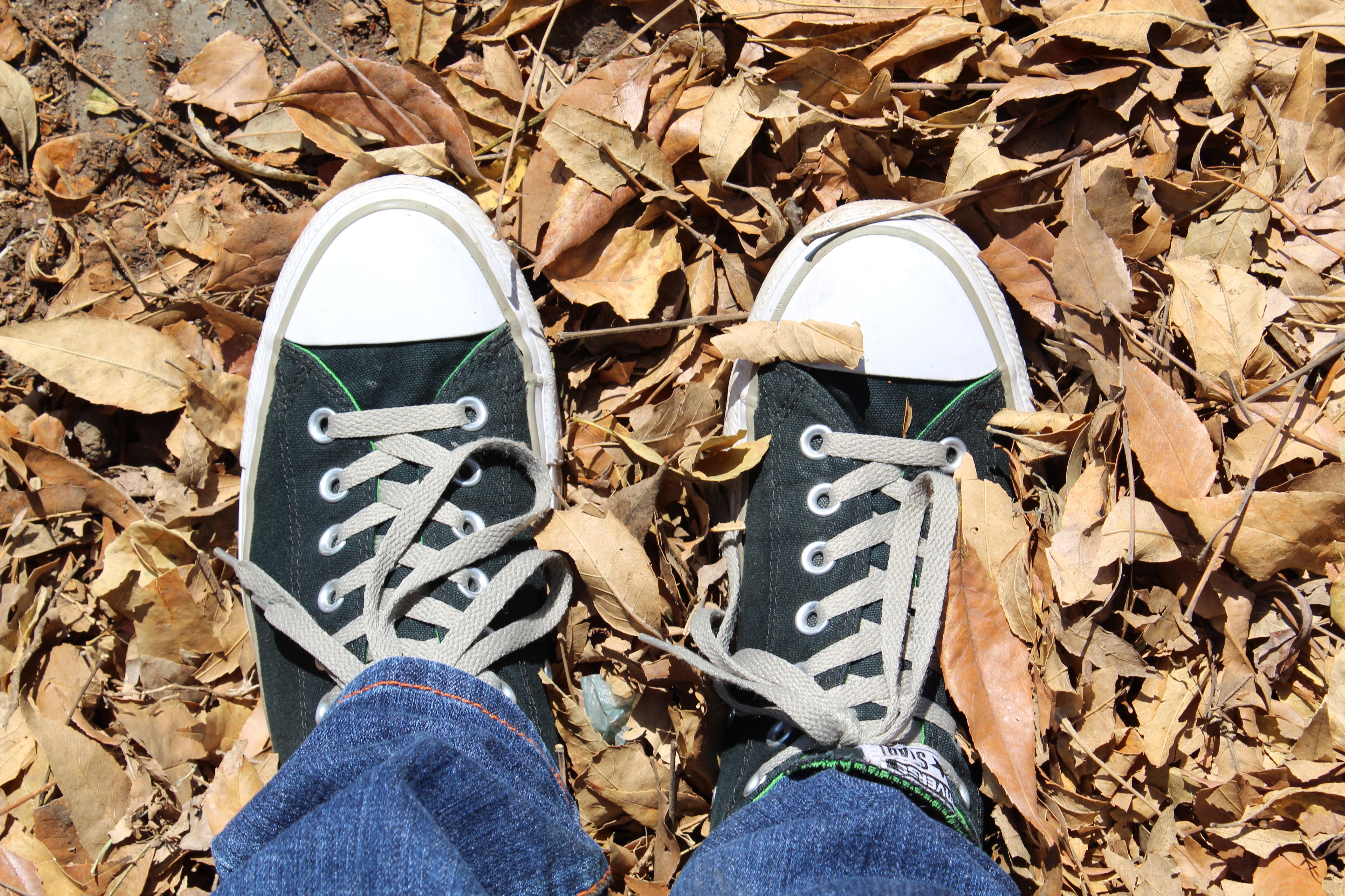 hình ảnh : Đàn ông, Giày, đồ cũ, Nam giới, Chân, Mùa xuân, đen, nghệ thuật, ngược, giày dép, Thiếu niên 5184x3456