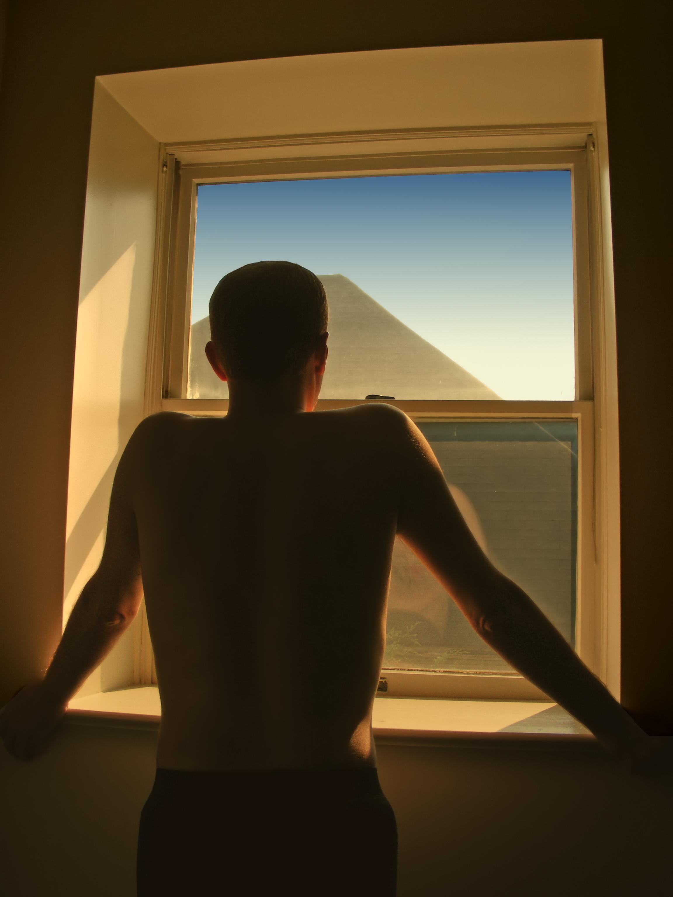 то, что как сфотографировать силуэт напротив окна высоко