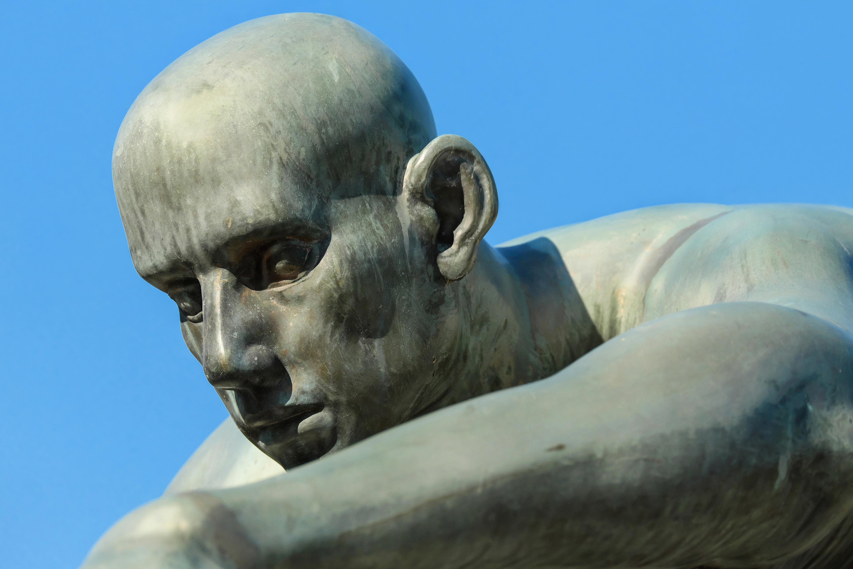 множество фото скульптуры людей нескольких видов