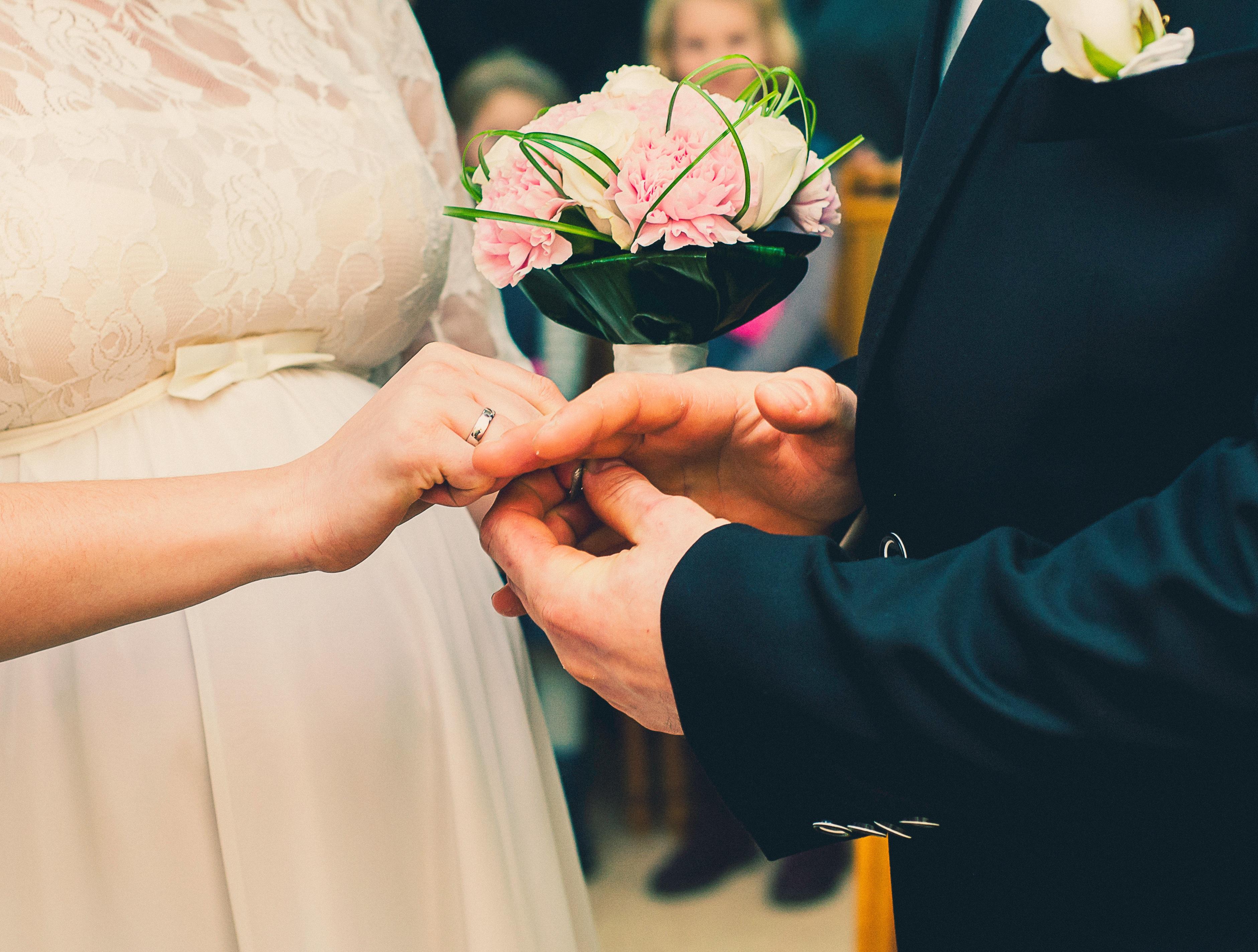 Kostenlose foto : Mann, Anzug, Frau, Blume, männlich, Liebe, Paar ...
