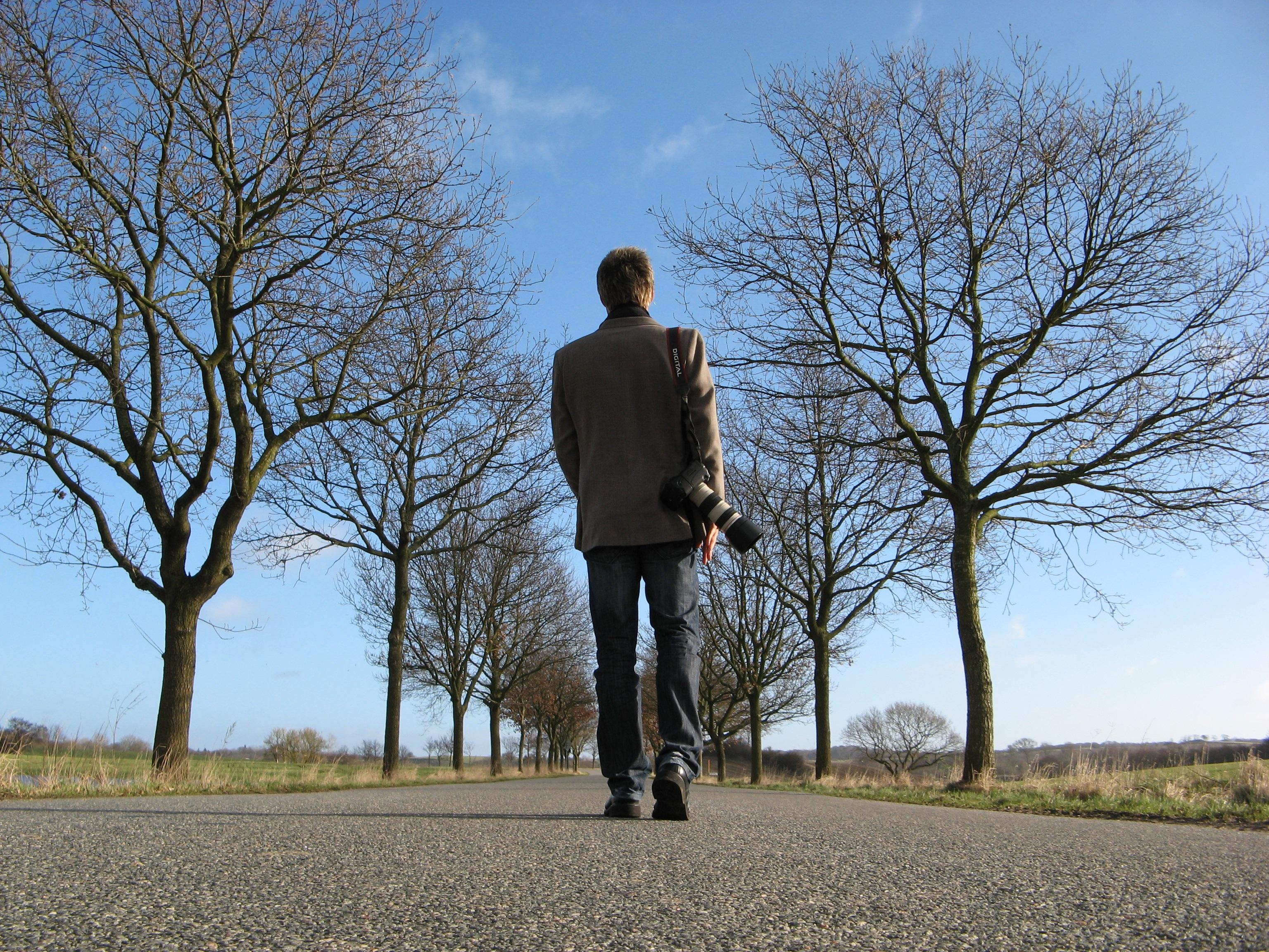 картинка человека который гуляет цель