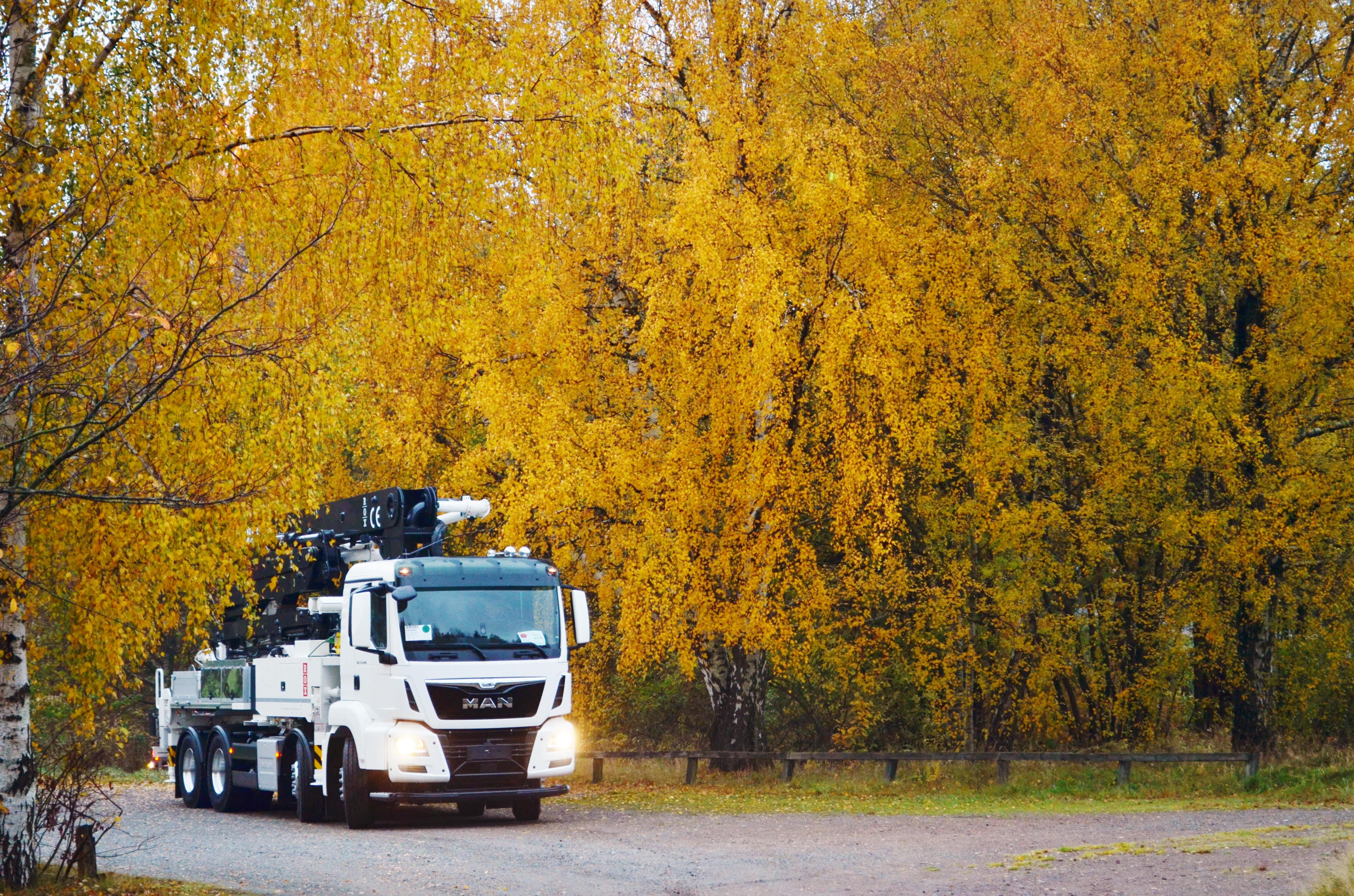 Kostenlose foto : Mann, Baum, Technologie, Blatt, LKW, Fahrzeug ...