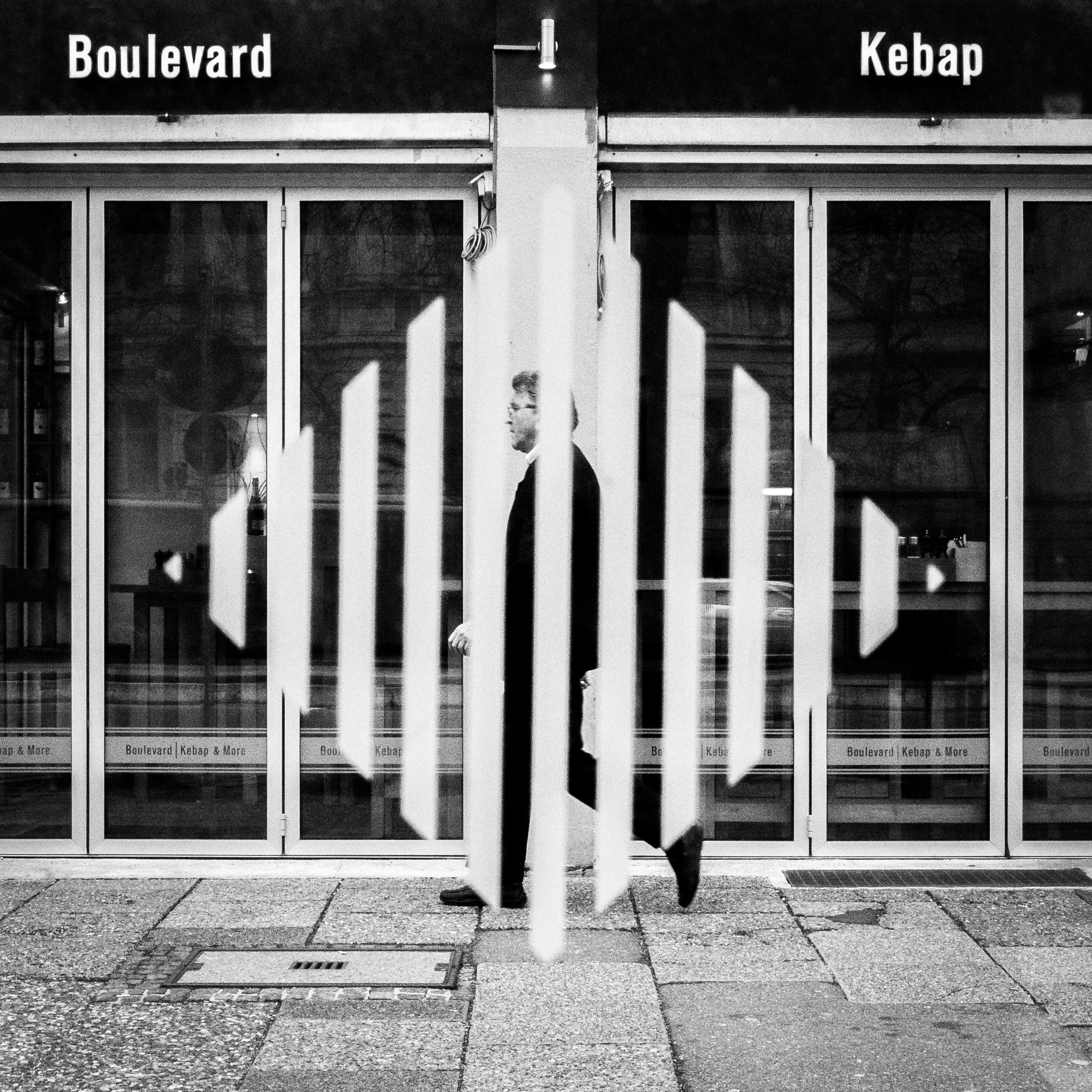Kostenlose foto : Mann, Gehen, Schwarz und weiß, Menschen, Straße ...
