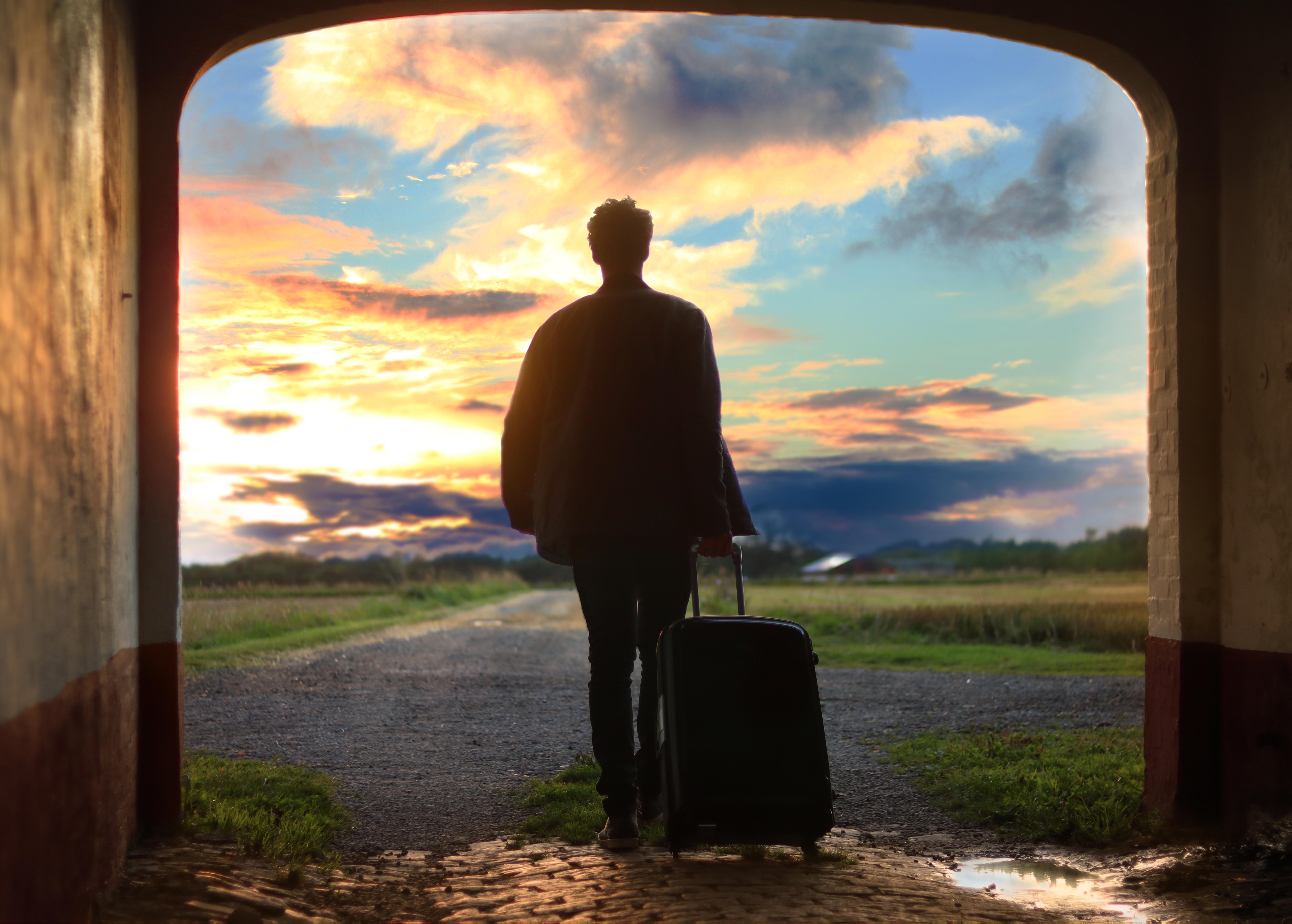 Картинка человек в пути