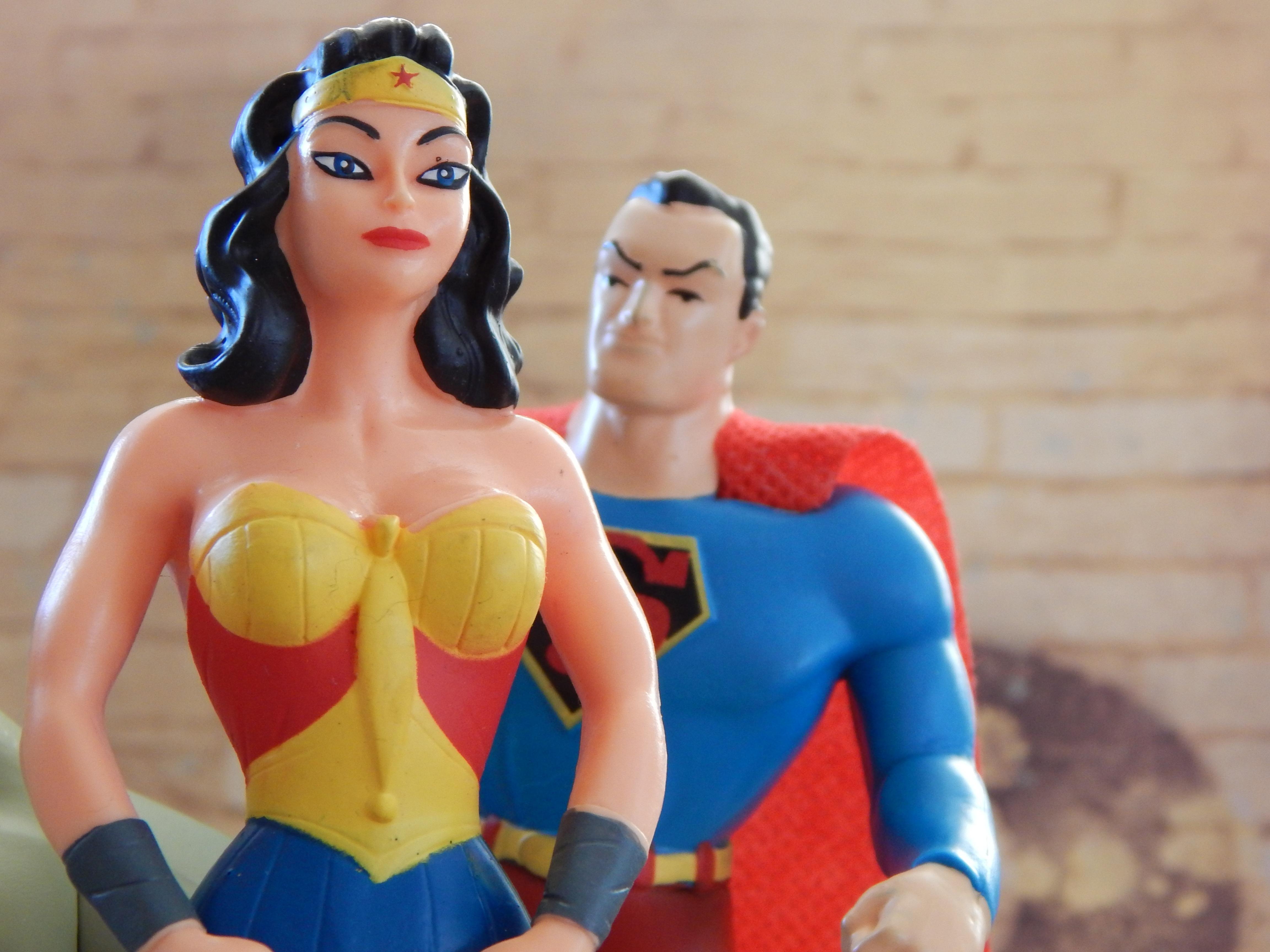 gambar wanita pria mainan kekuasaan arca super menyamarkan