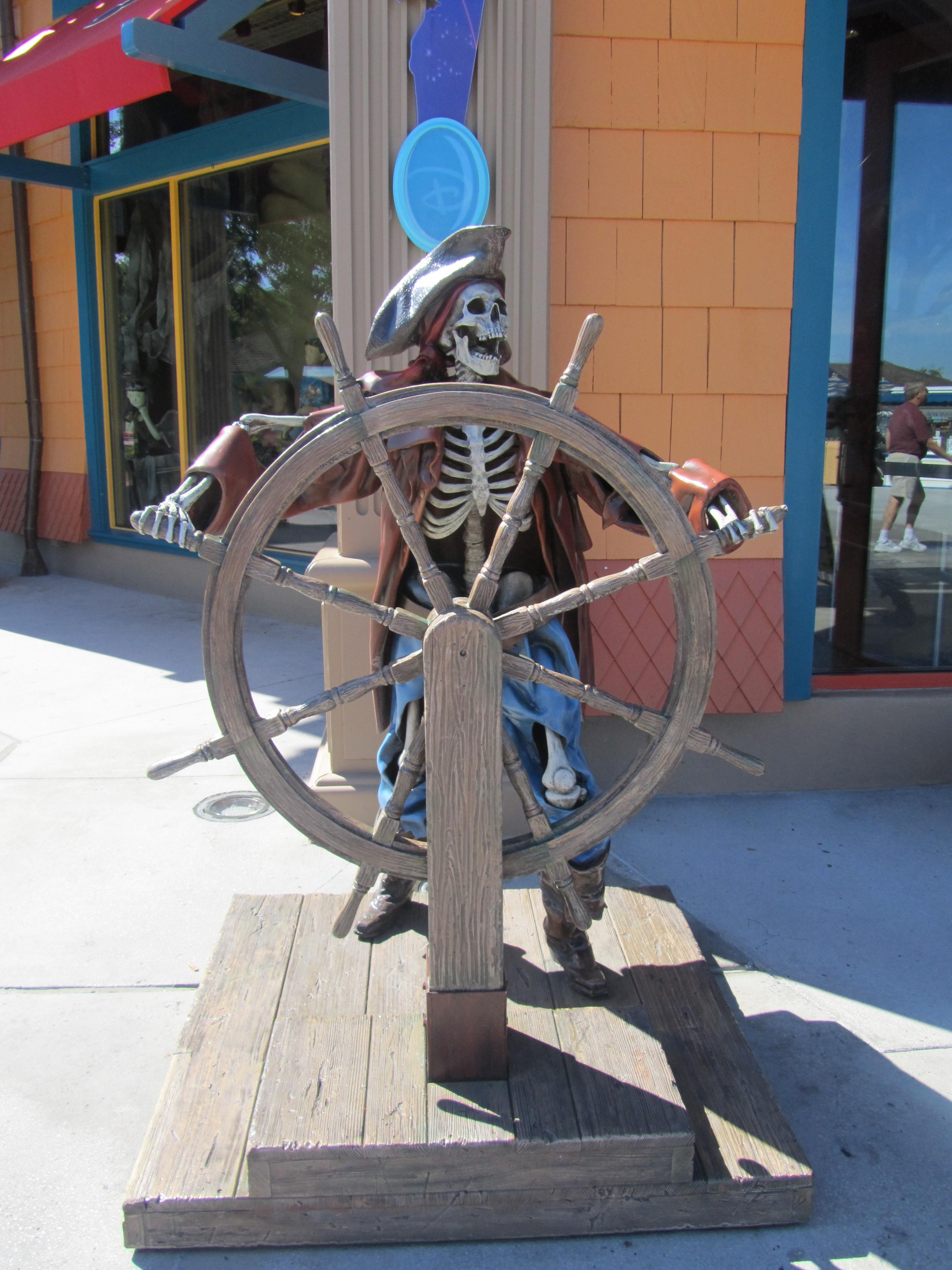 Fotos gratis : hombre, madera, rueda, antiguo, estatua, vehículo ...
