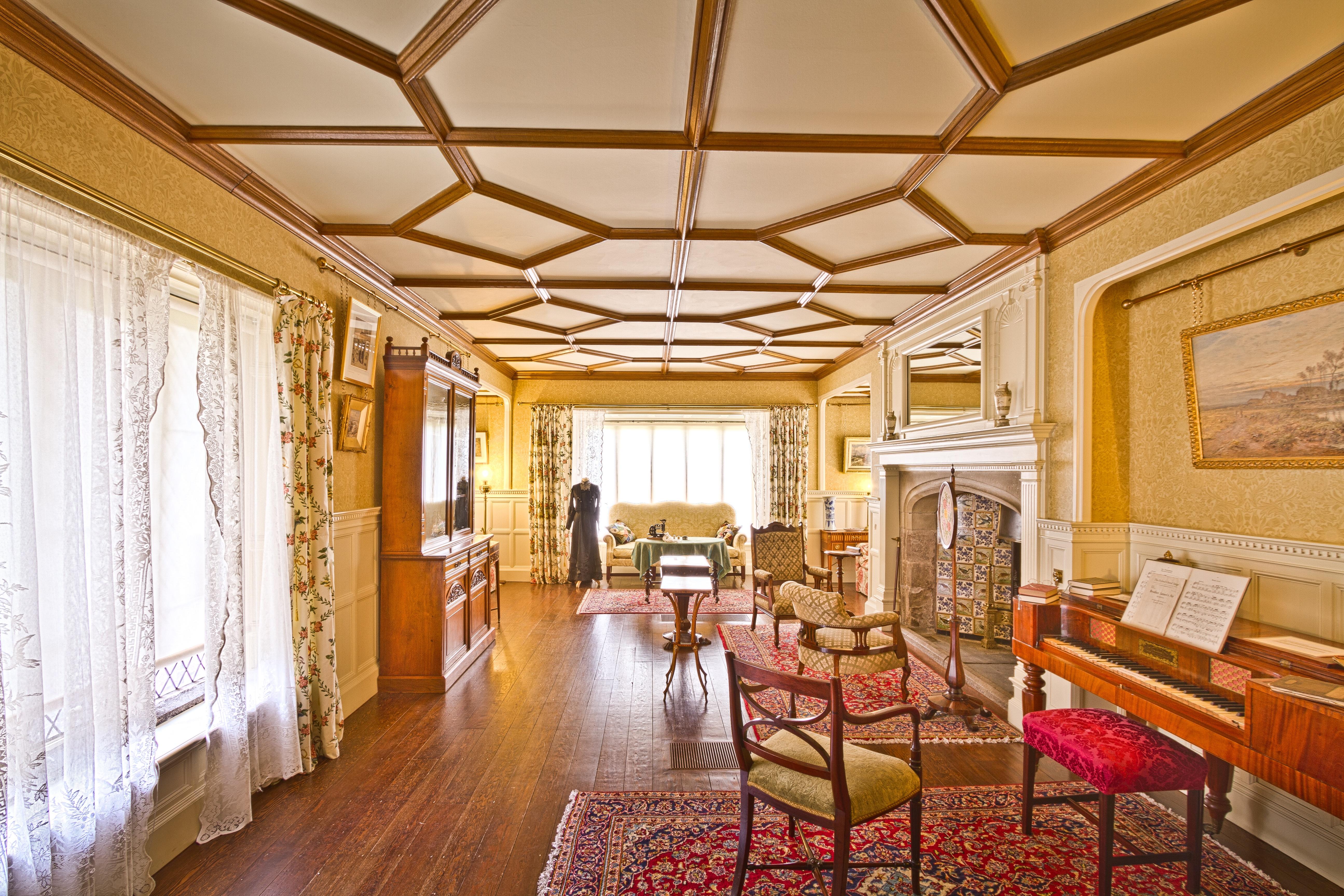 Gambar Rumah Besar Istana Plafon Pondok Milik Ruang Keluarga