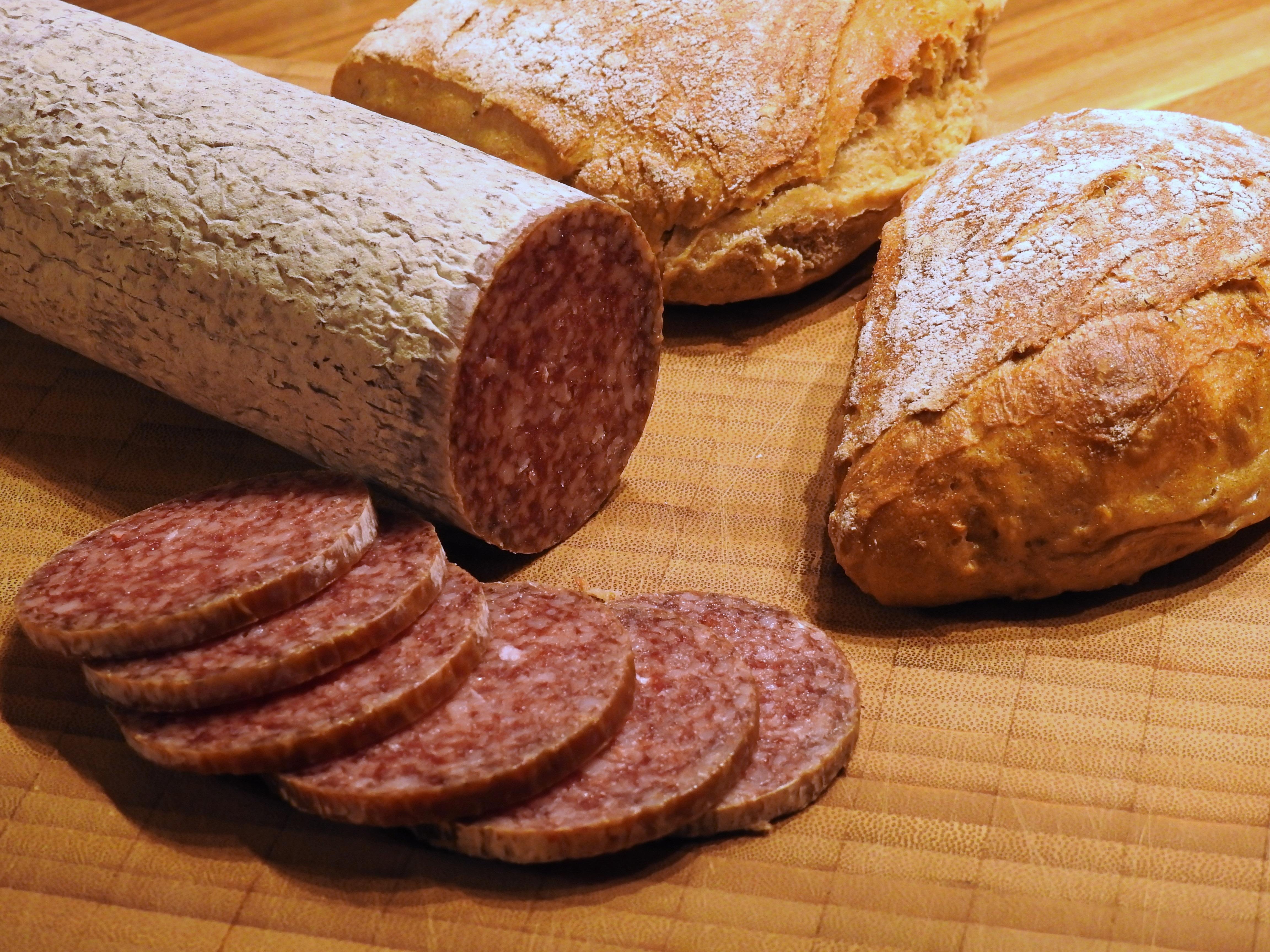 пятак место картинки колбаса с хлебом жизни