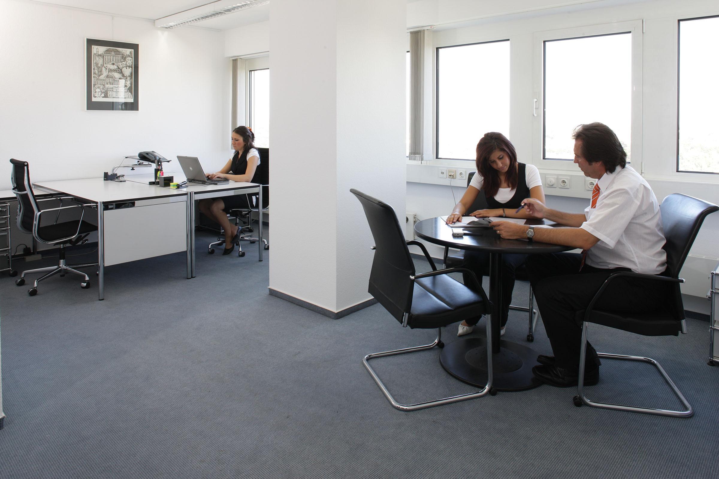 Bildet : møte, kontor, møbler, rom, sitte, personale ...
