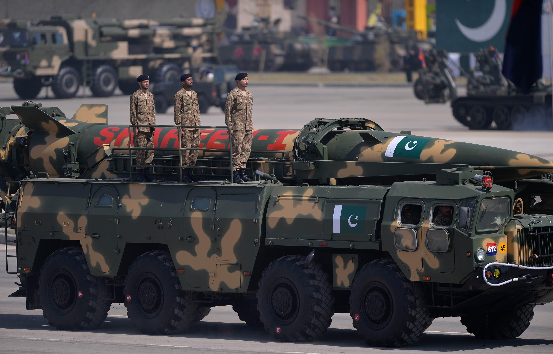 Gaz silahları ve diğer savunma araçları