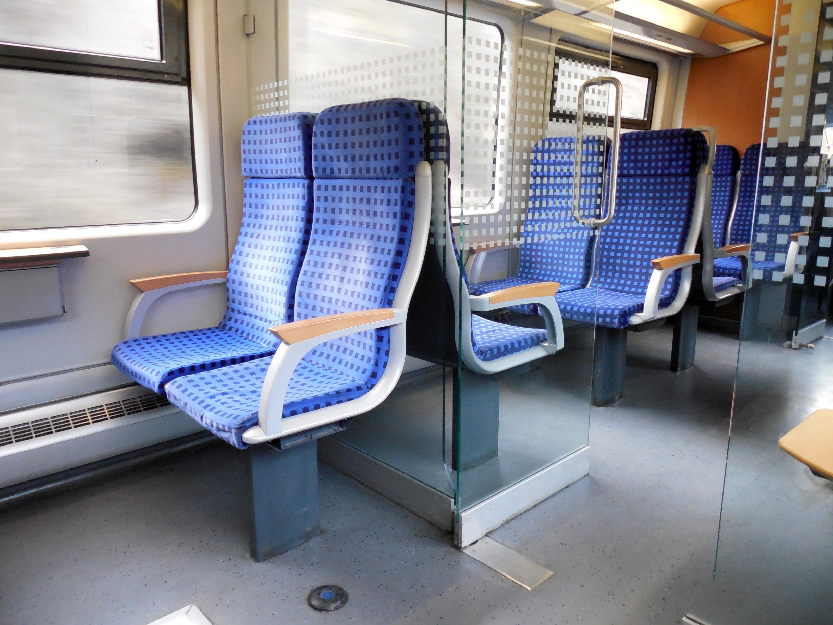 kostenlose foto : mobile, eisenbahn, sitz, zug, reise, fahrzeug, Innenarchitektur ideen
