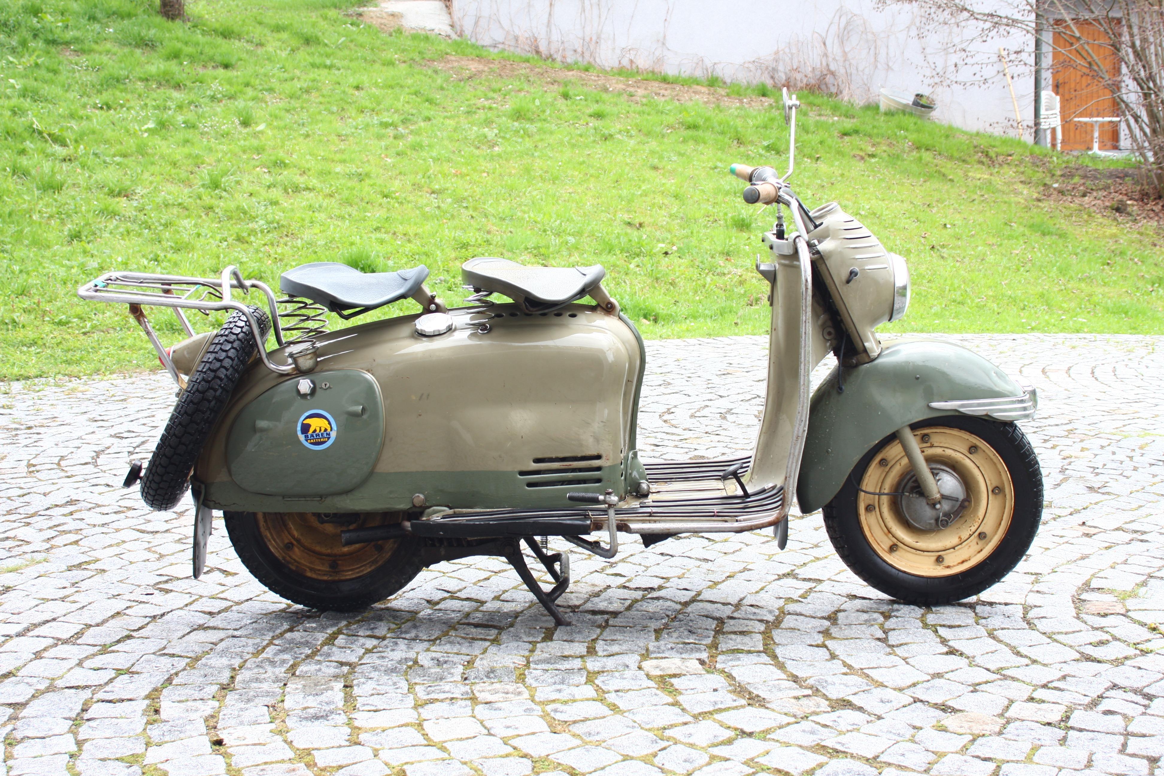 Nieuw Free Images : model, vehicle, motorcycle, austria, scooter HC-38