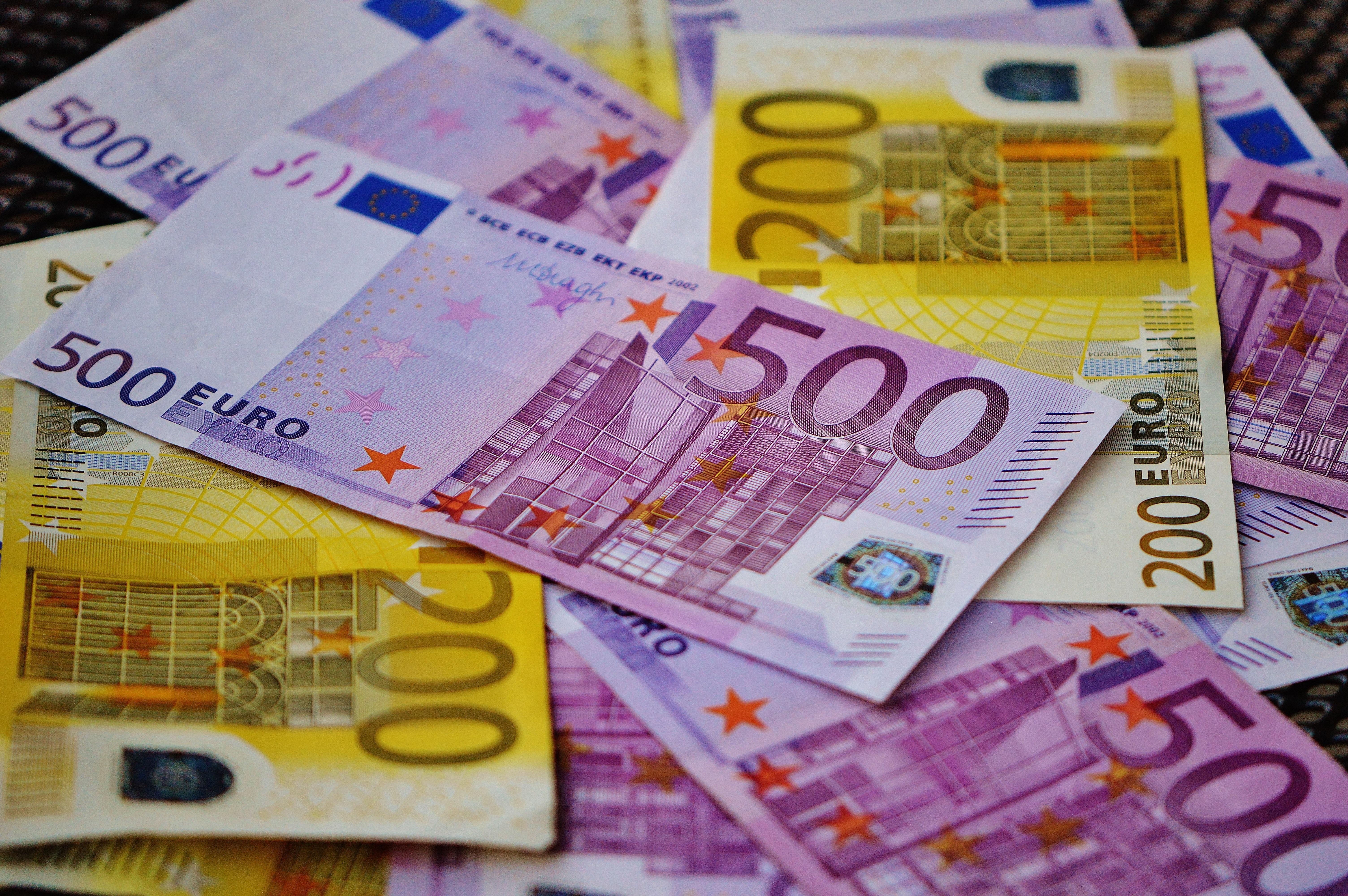 плоским фото банкнот евро если кортика