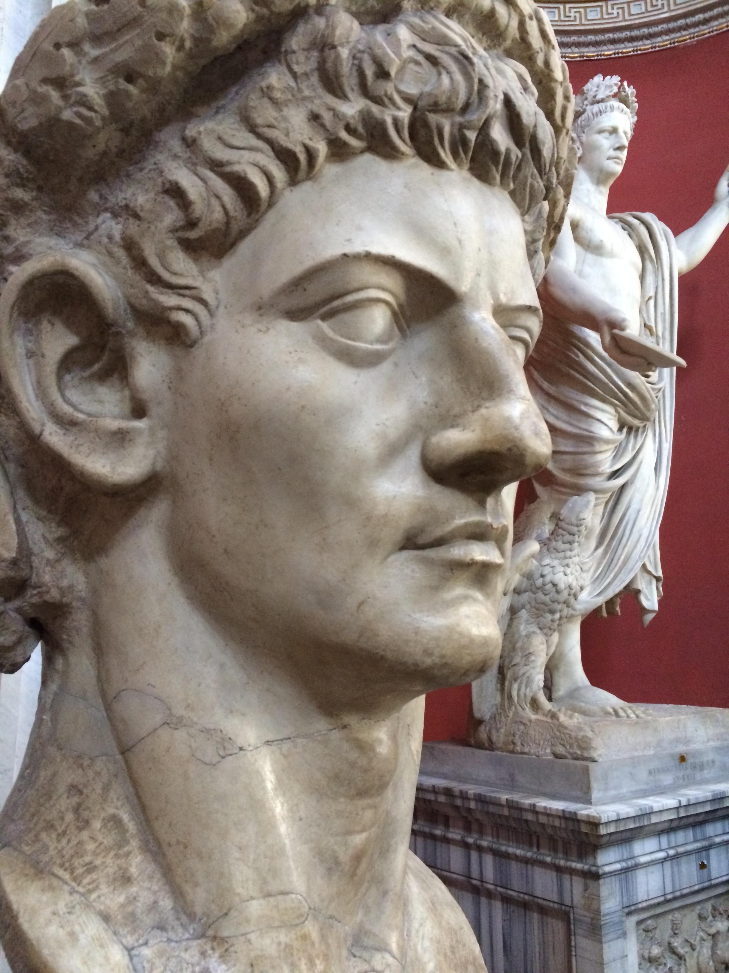 картинки римских статуй свойствами обладает