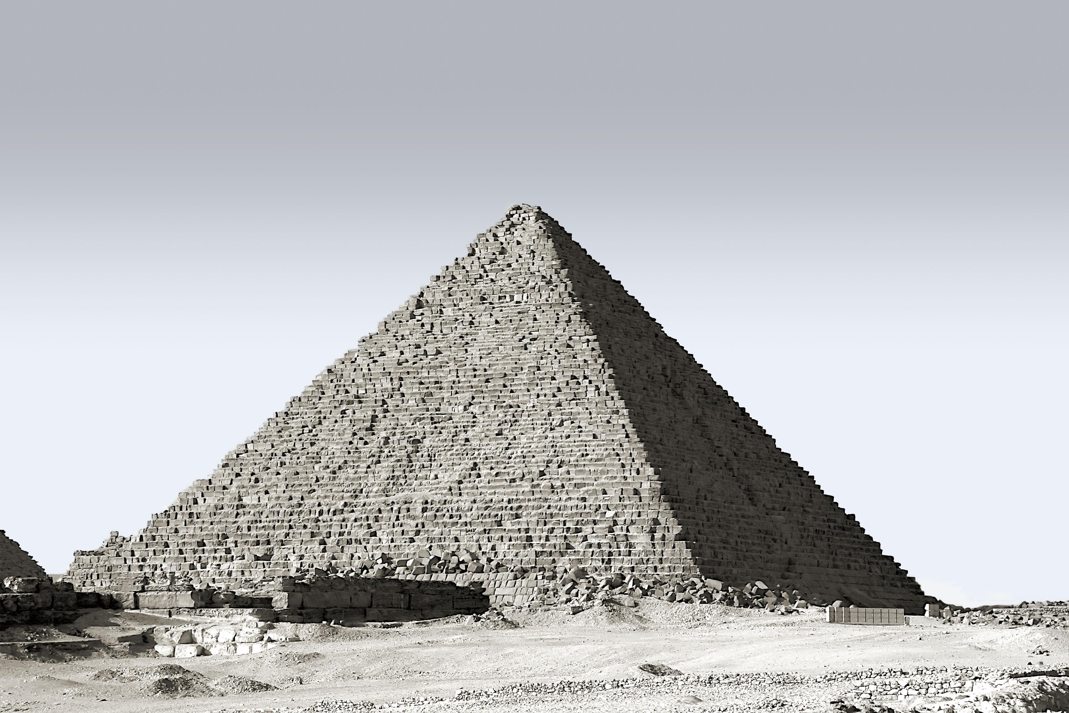 Gambar Monumen Piramida Tengara Satu Warna Mesir Hitam Dan