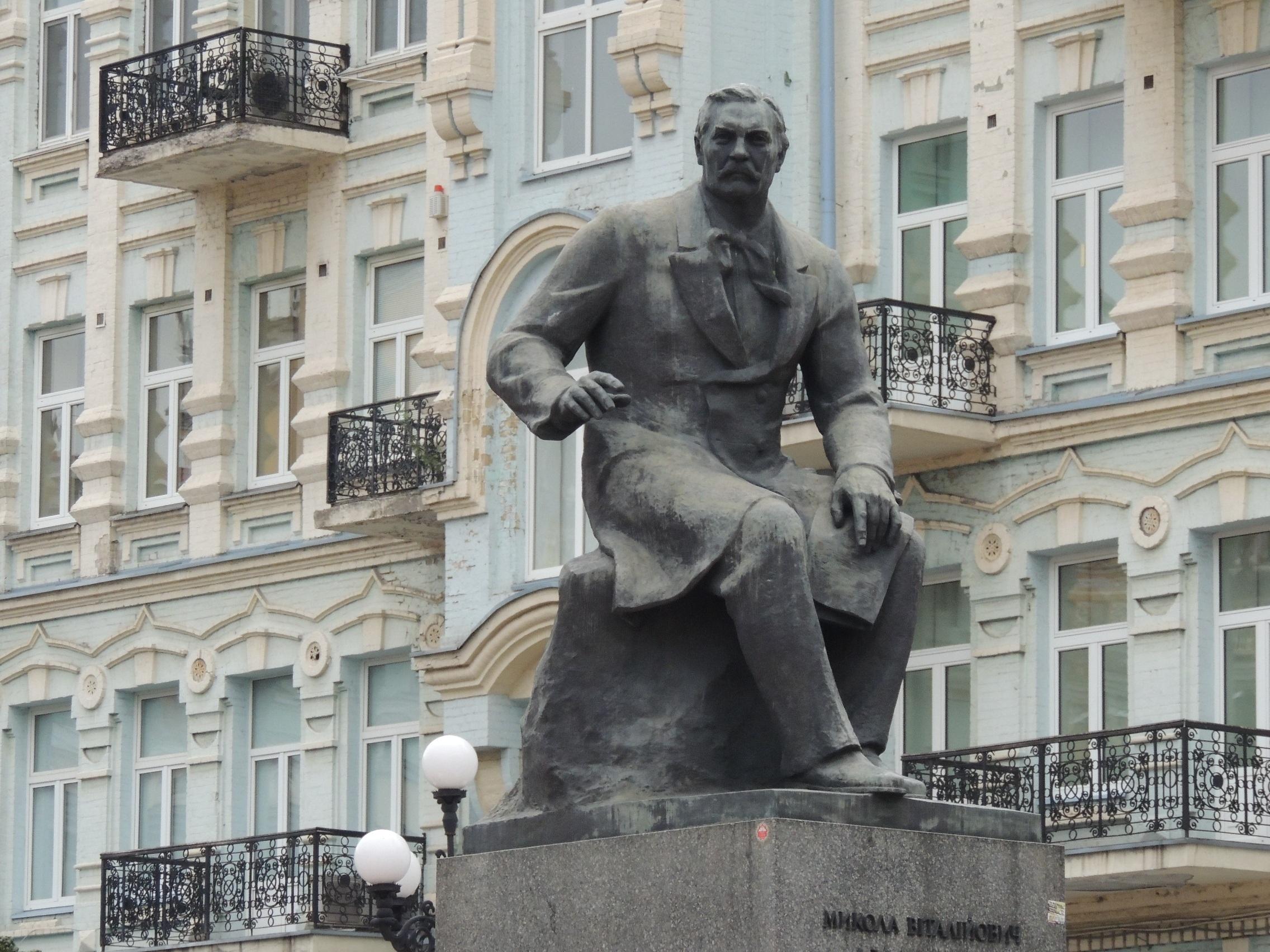 фото памятников и скульптур киева города займет