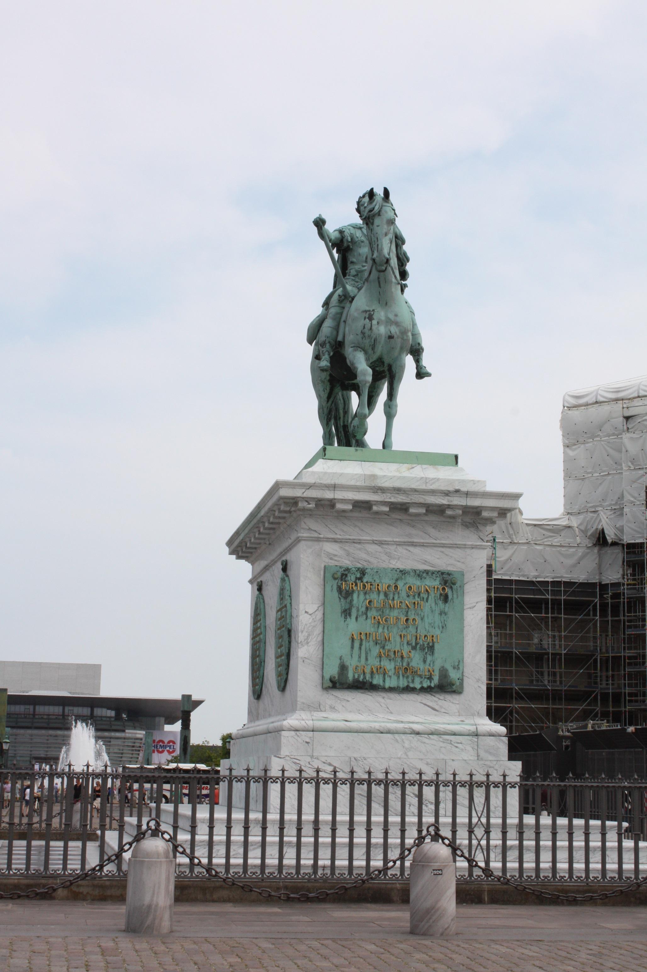 Fotos gratis : Monumento, estatua, punto de referencia