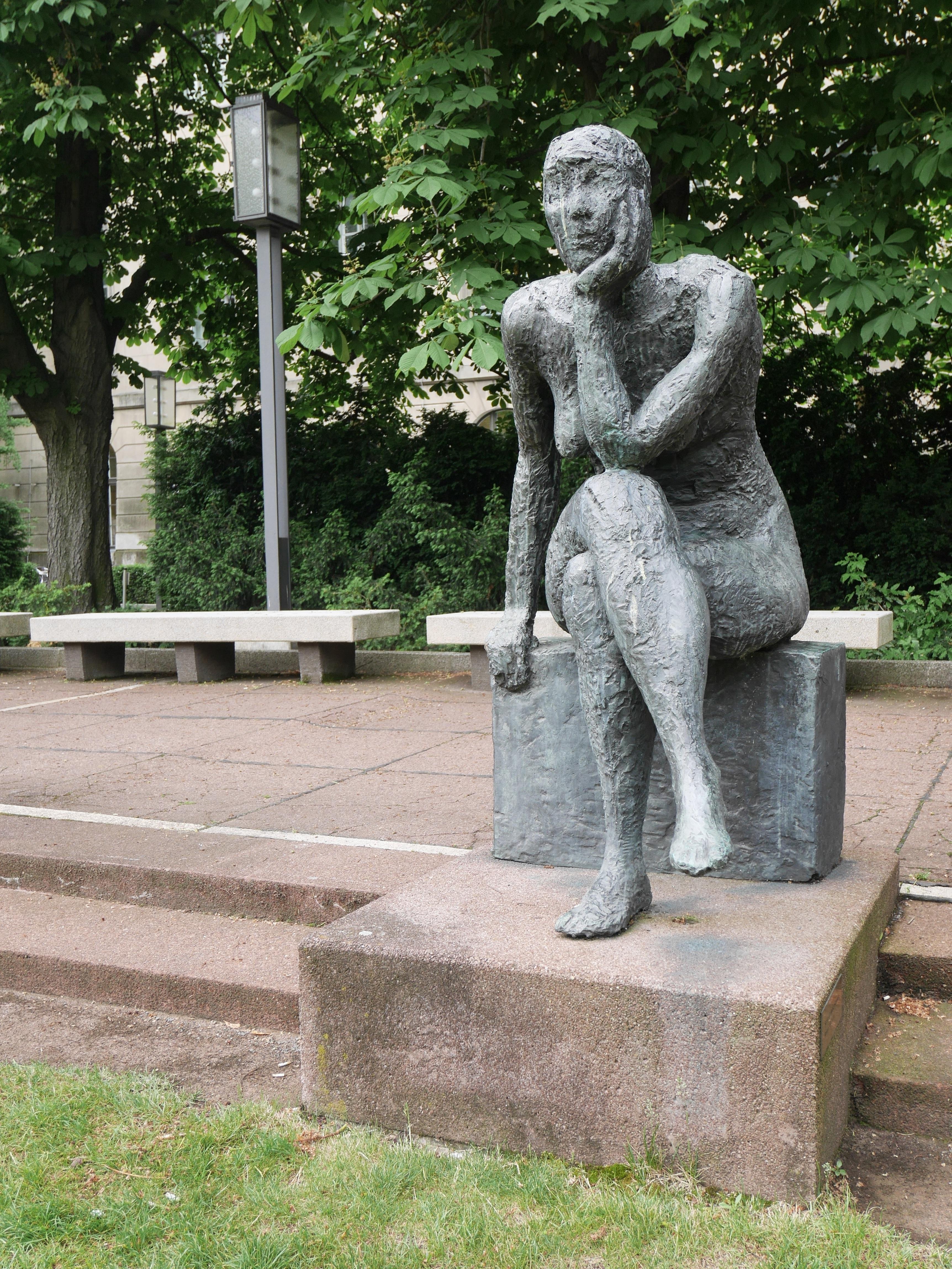 Резные памятники Марксистская Мемориальный одиночный комплекс с крестом Хорошевская