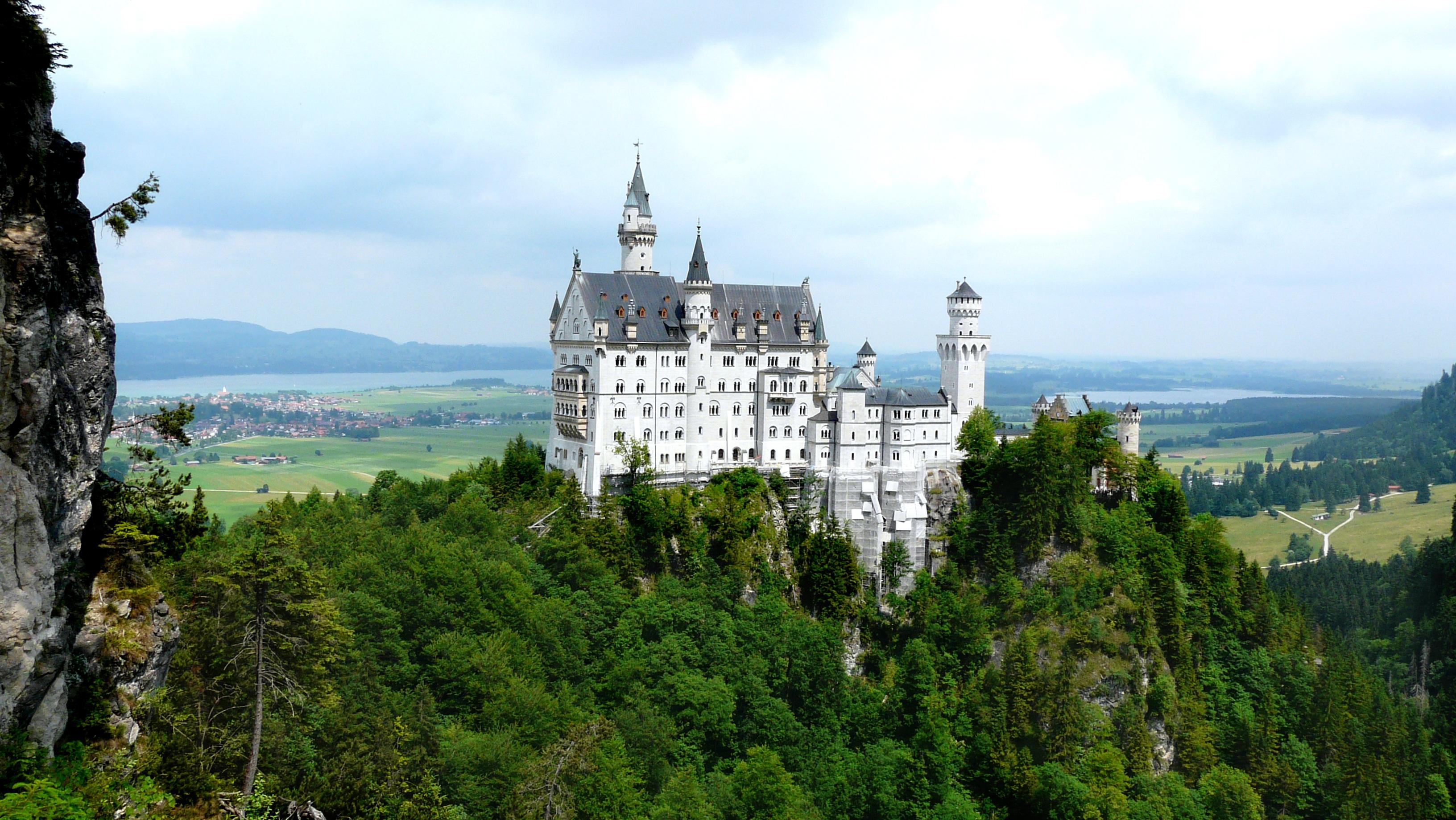 kostenlose foto berg chateau gebirge panorama sommer urlaub schloss wahrzeichen. Black Bedroom Furniture Sets. Home Design Ideas