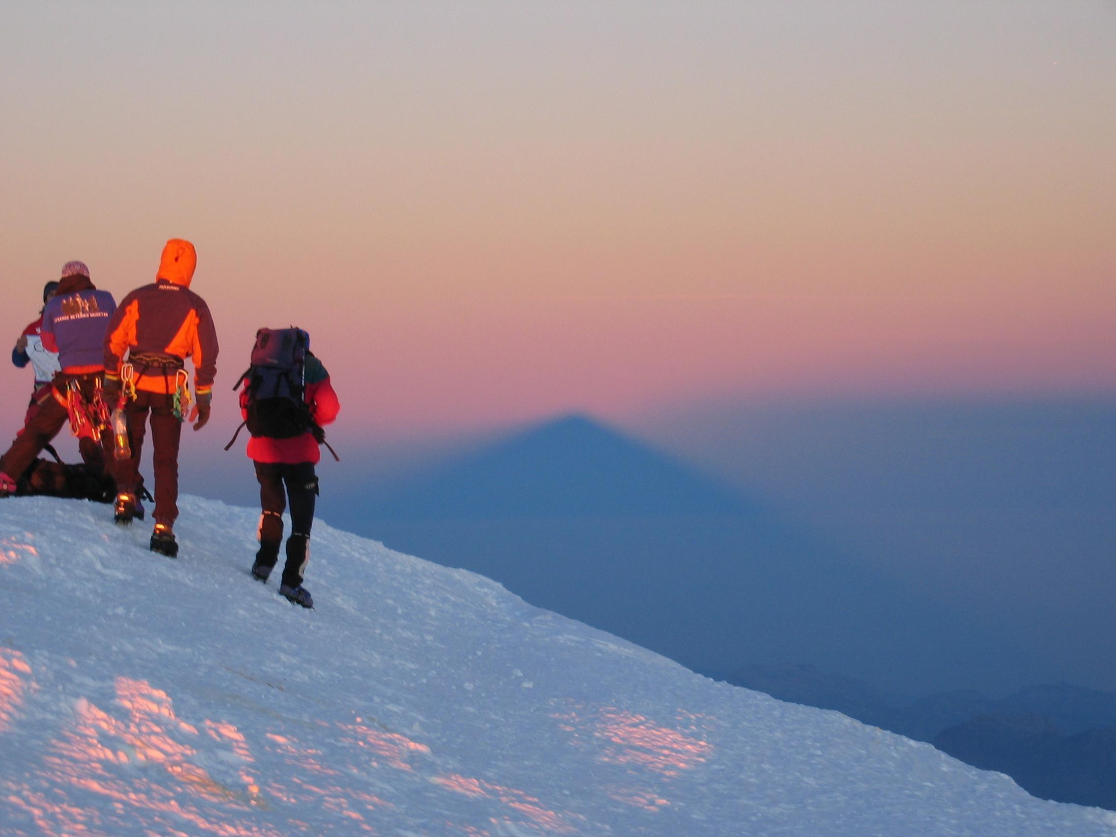 Туристы лыжники картинка