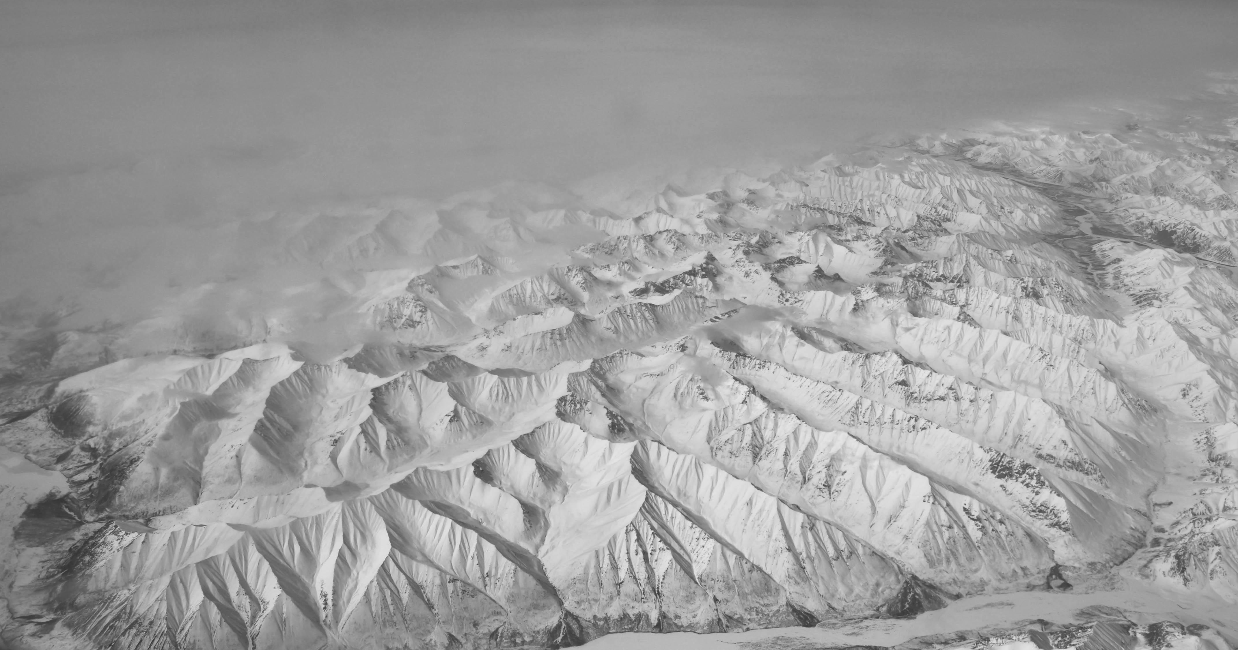 Gambar Gunung Musim Dingin Hitam Dan Putih Melihat Embun Beku