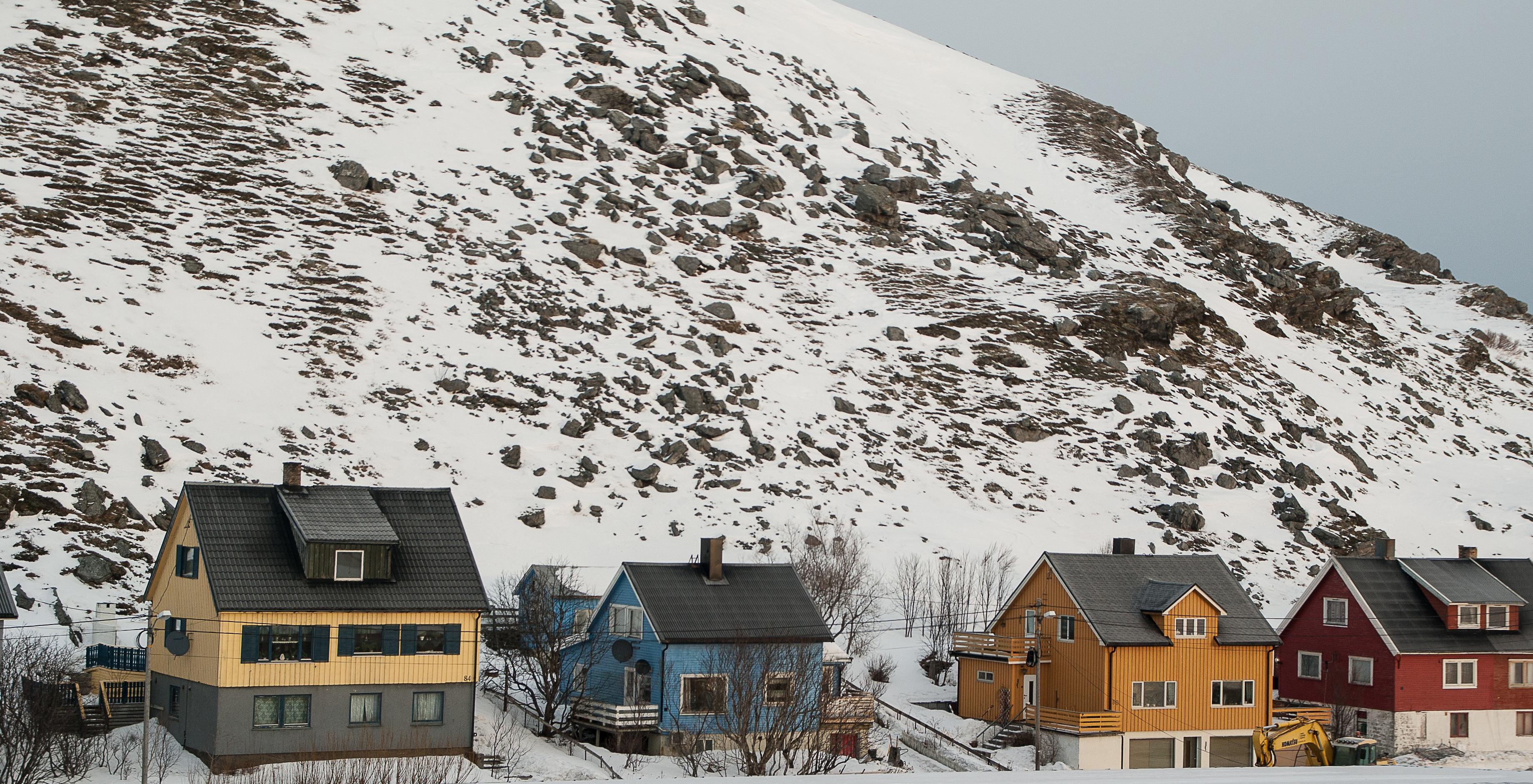 Kostenlose foto berg schnee winter haus stadt for Norwegen haus