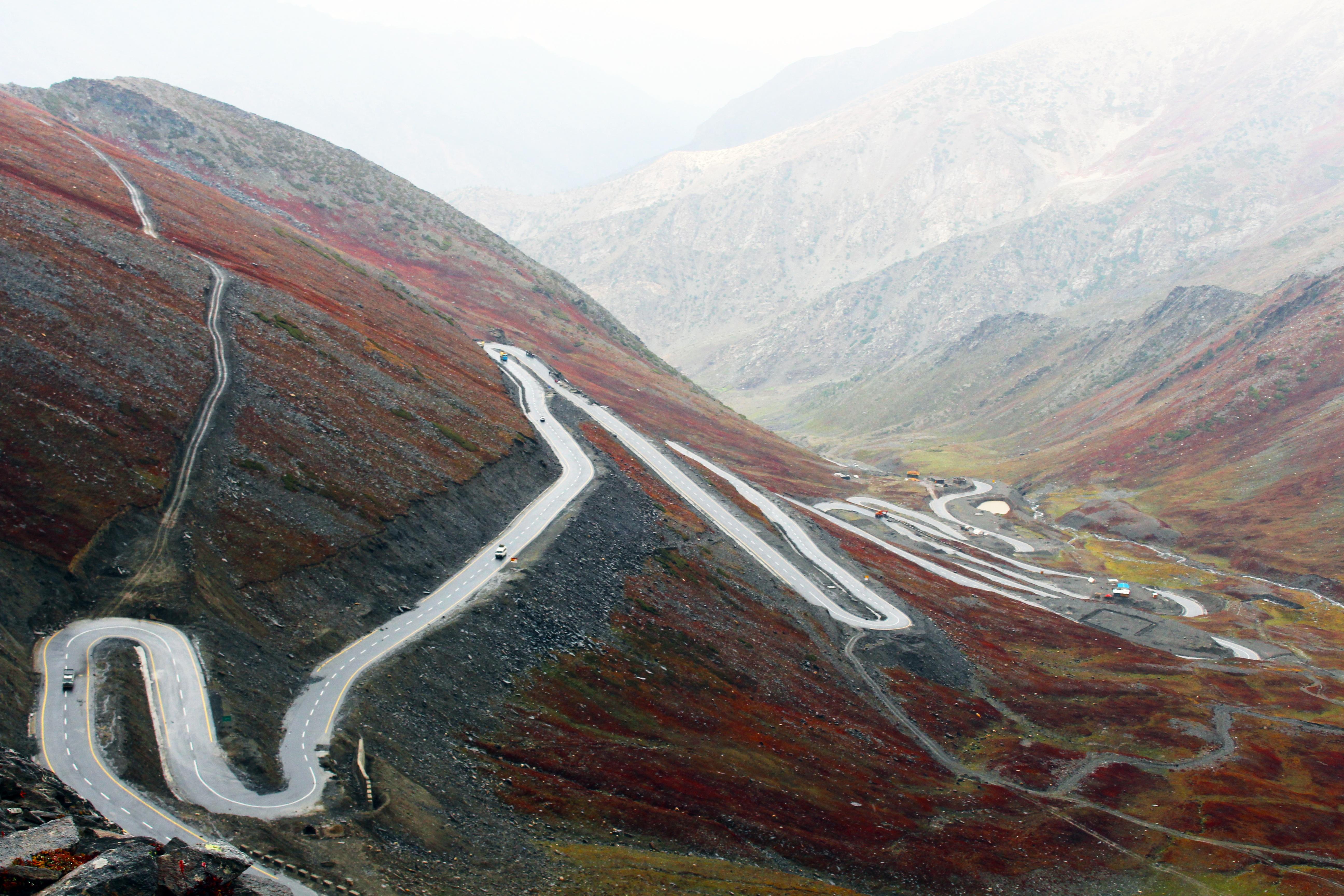 a infraestrutura montar plat moraine paquisto montanhas rochosas forma de relevo fotografia area passagem de montanha papel de parede hd