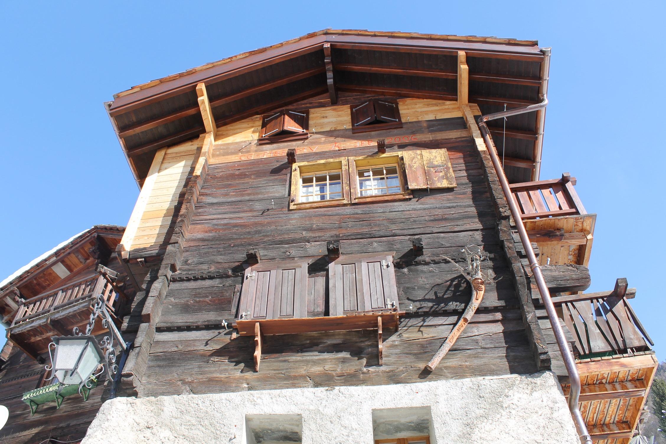 Fotos gratis : blanco, casa, techo, edificio, choza, fachada, azul ...