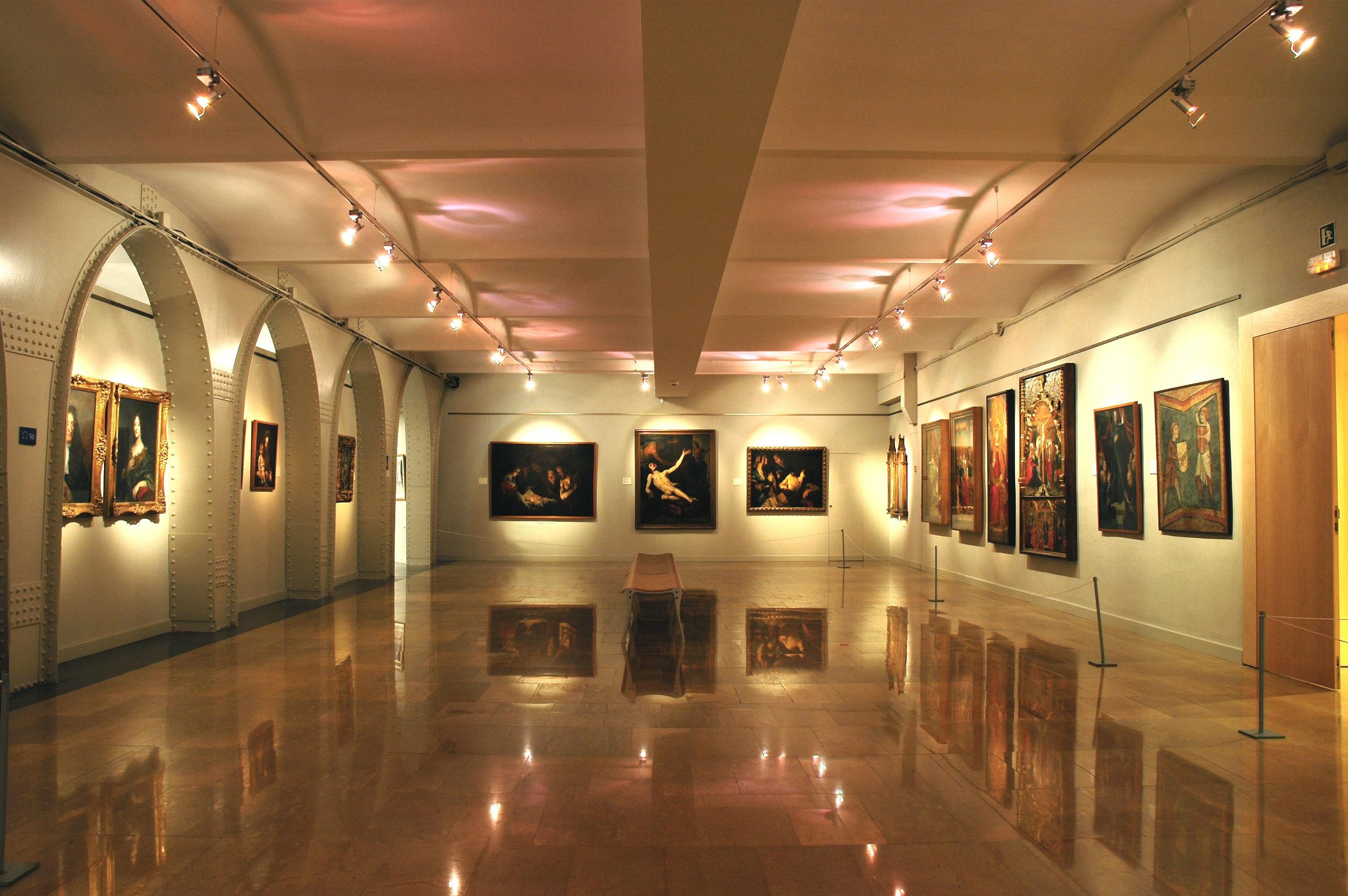 Fotos gratis museo dise o de interiores espa a mesas for Diseno de interiores espana