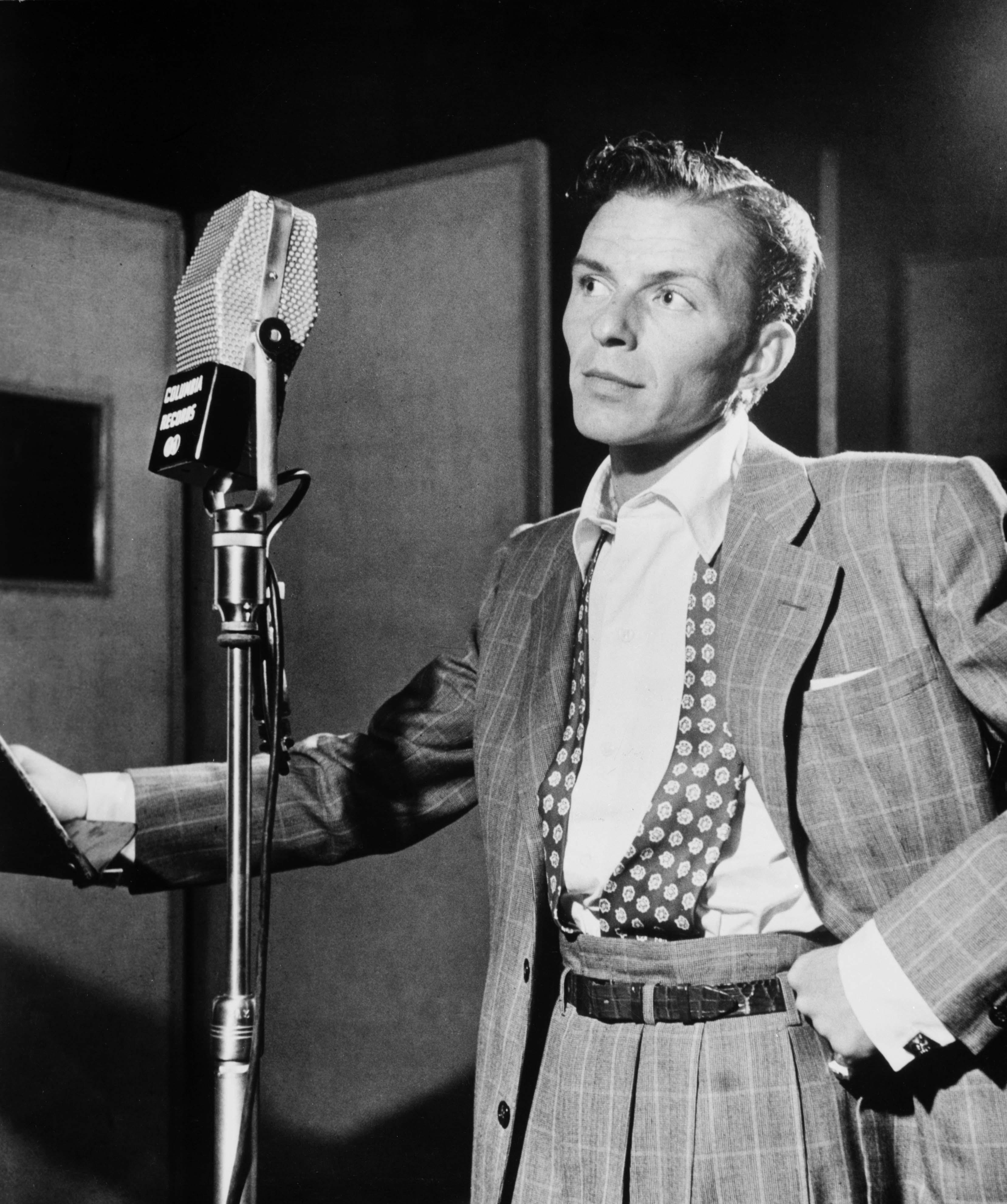 無料画像 黒と白 星 歌手 ポートレート アーティスト ファッション マイクロ ミュージシャン スイング アメリカ人 紳士 歌う 壁紙 額縁 有名な 1947 ギタリスト エンターテインメント 有名人 俳優 モノクロ写真 ヴィンテージ写真 ジャズ音楽の