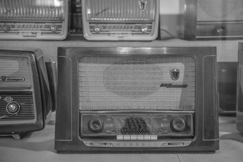 470 Koleksi Gambar Hitam Putih Radio Gratis