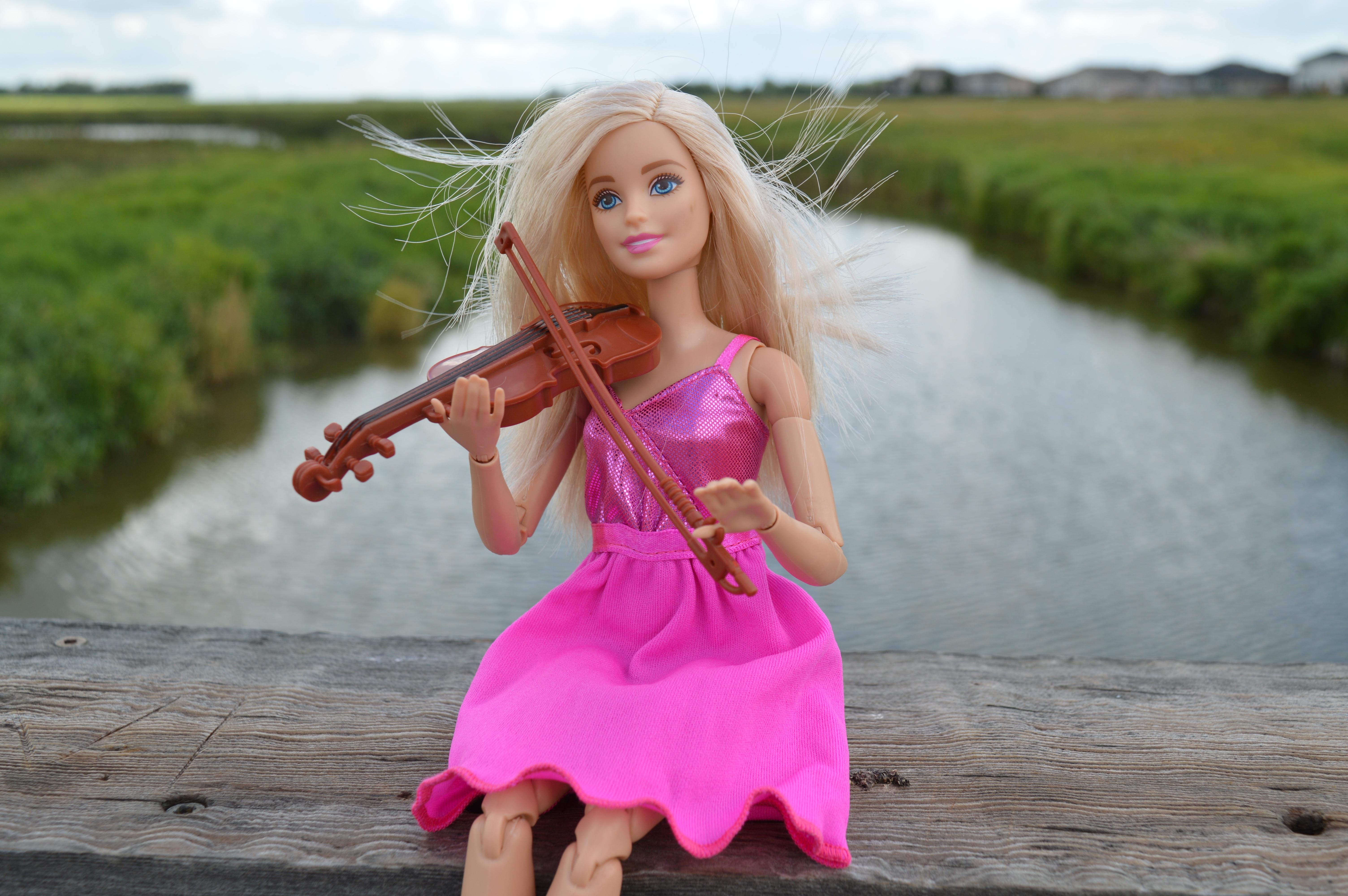 Fotos gratis : música, niña, jugar, modelo, instrumento, jugando ...