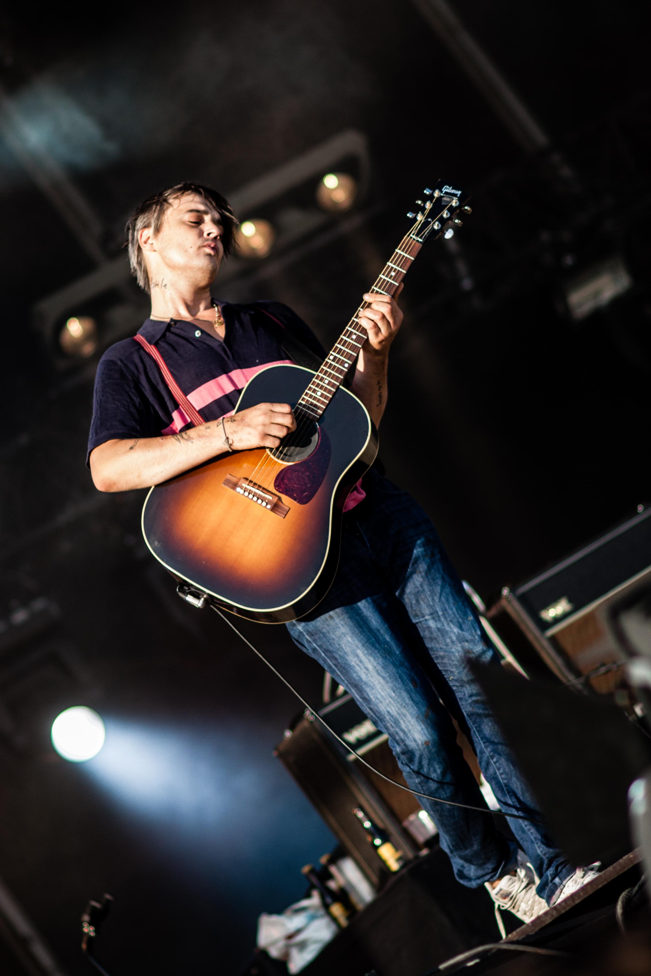Kostenlose foto Musik Gitarre Leben Kanon Musiker Leistungskunst Festival 40d Stufe Grande Fest Humanit Huma Fetedelhumanit Doherty Pete