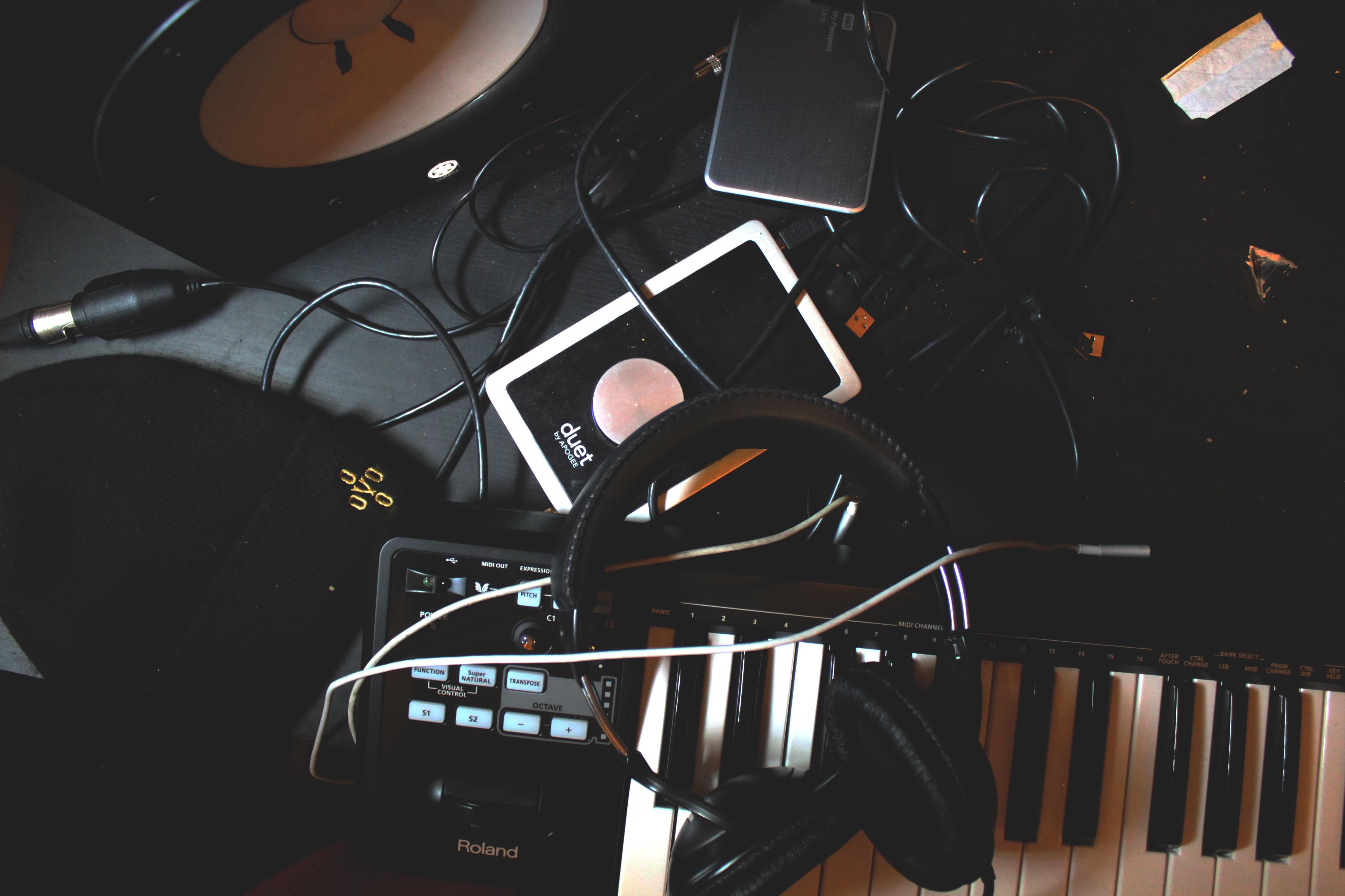 Music Keyboard Headphone Piano Machine Black Digital Anime Screenshot