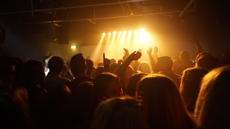 Images gratuites la musique lumi re foule public for Musique barre danse classique gratuite