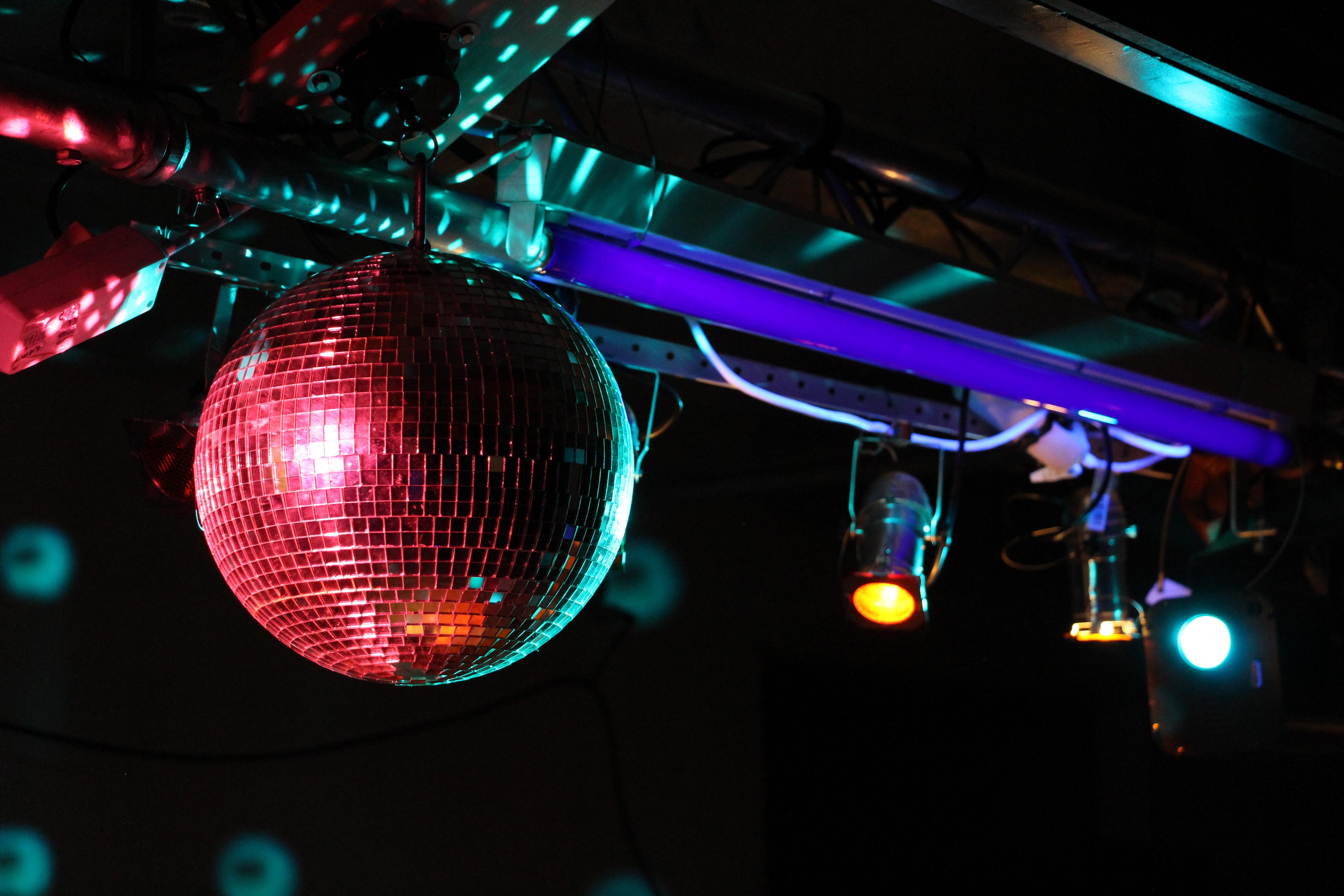 En servicio de discoteca espanola follandose a 2 chicas - 3 part 4