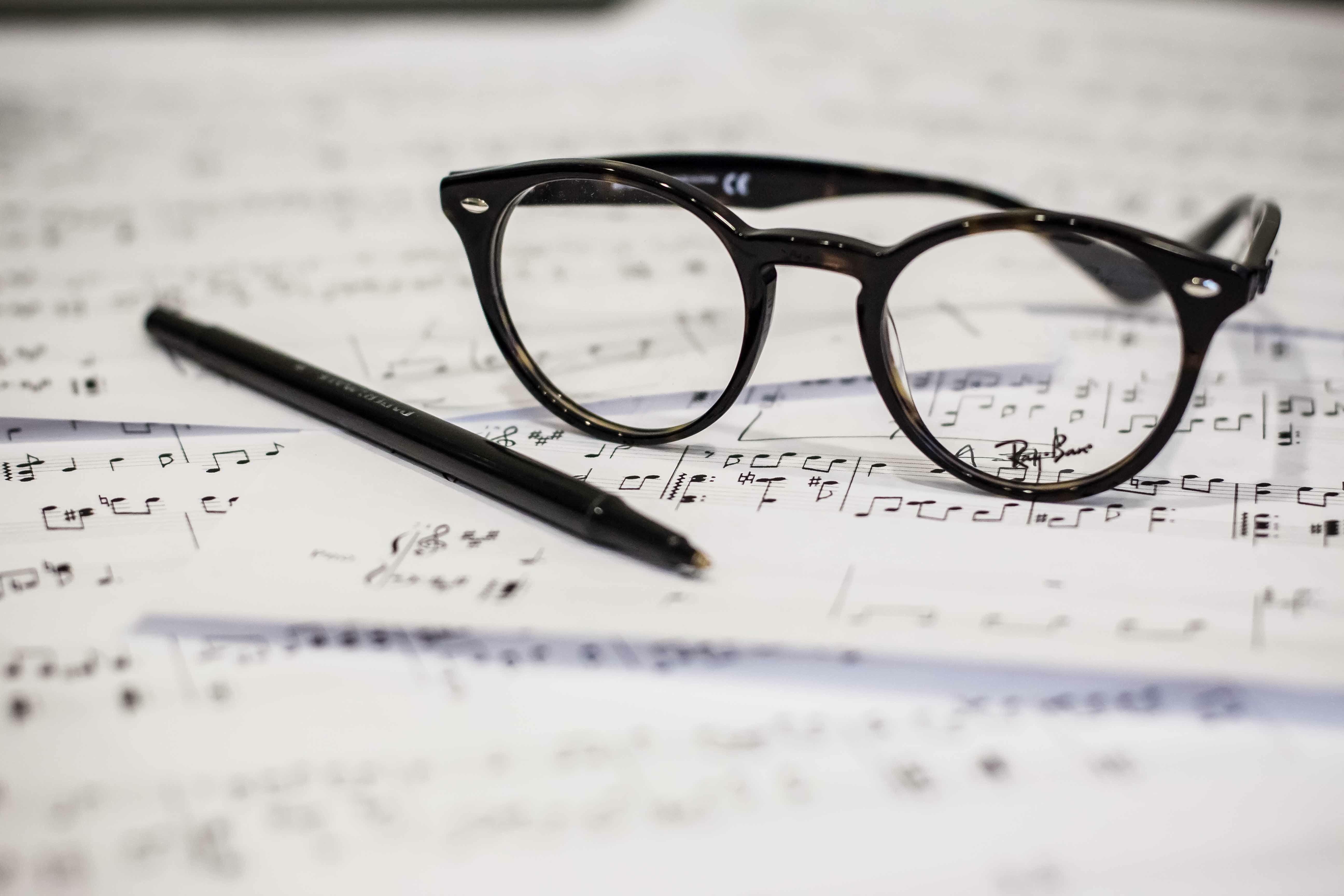 Kostenlose foto : Musik-, Stift, Notenmusik, Schriftart, Brille ...
