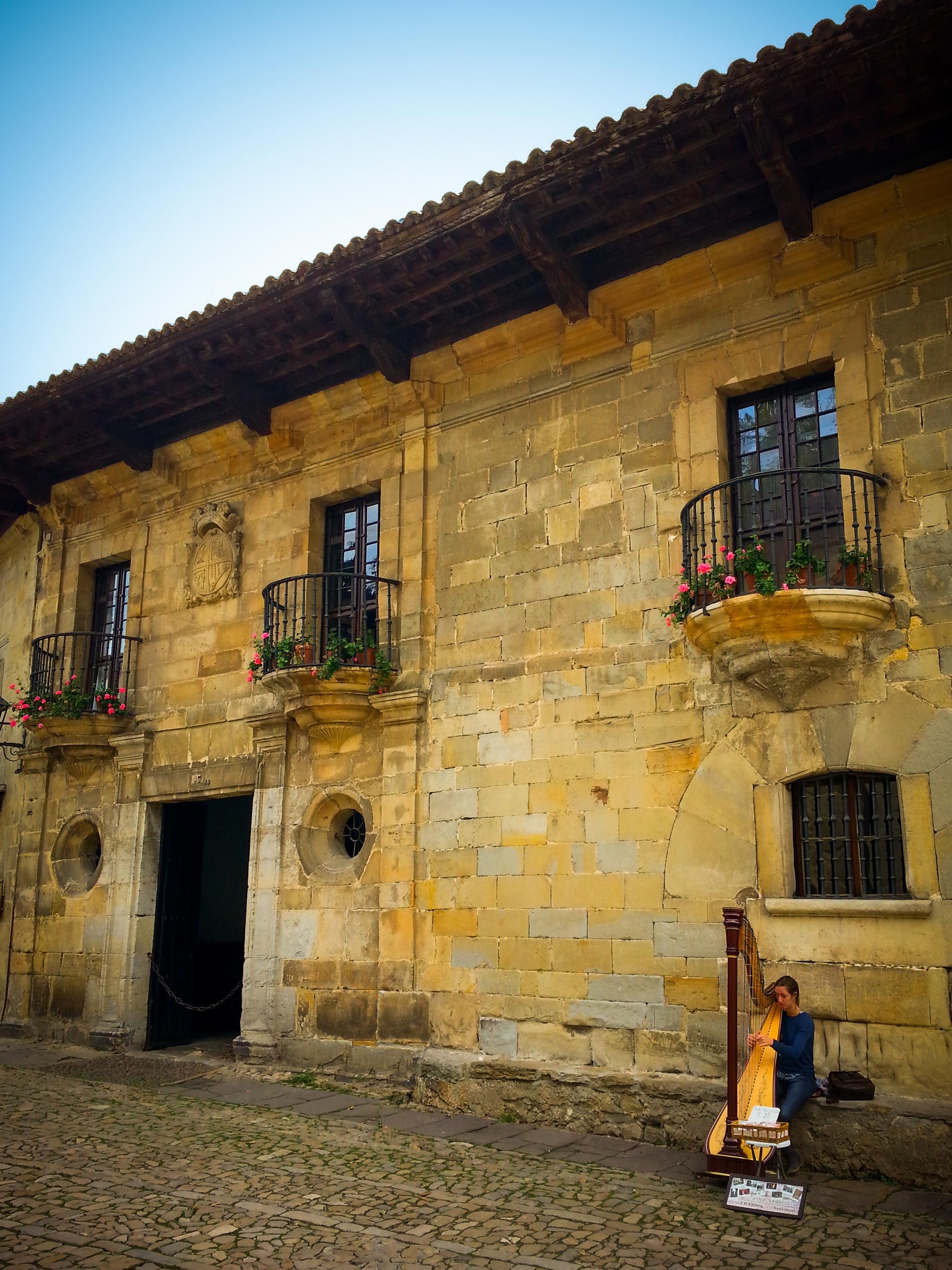 Fotos gratis m sica madera calle casa pueblo for Casas de pueblo en cantabria