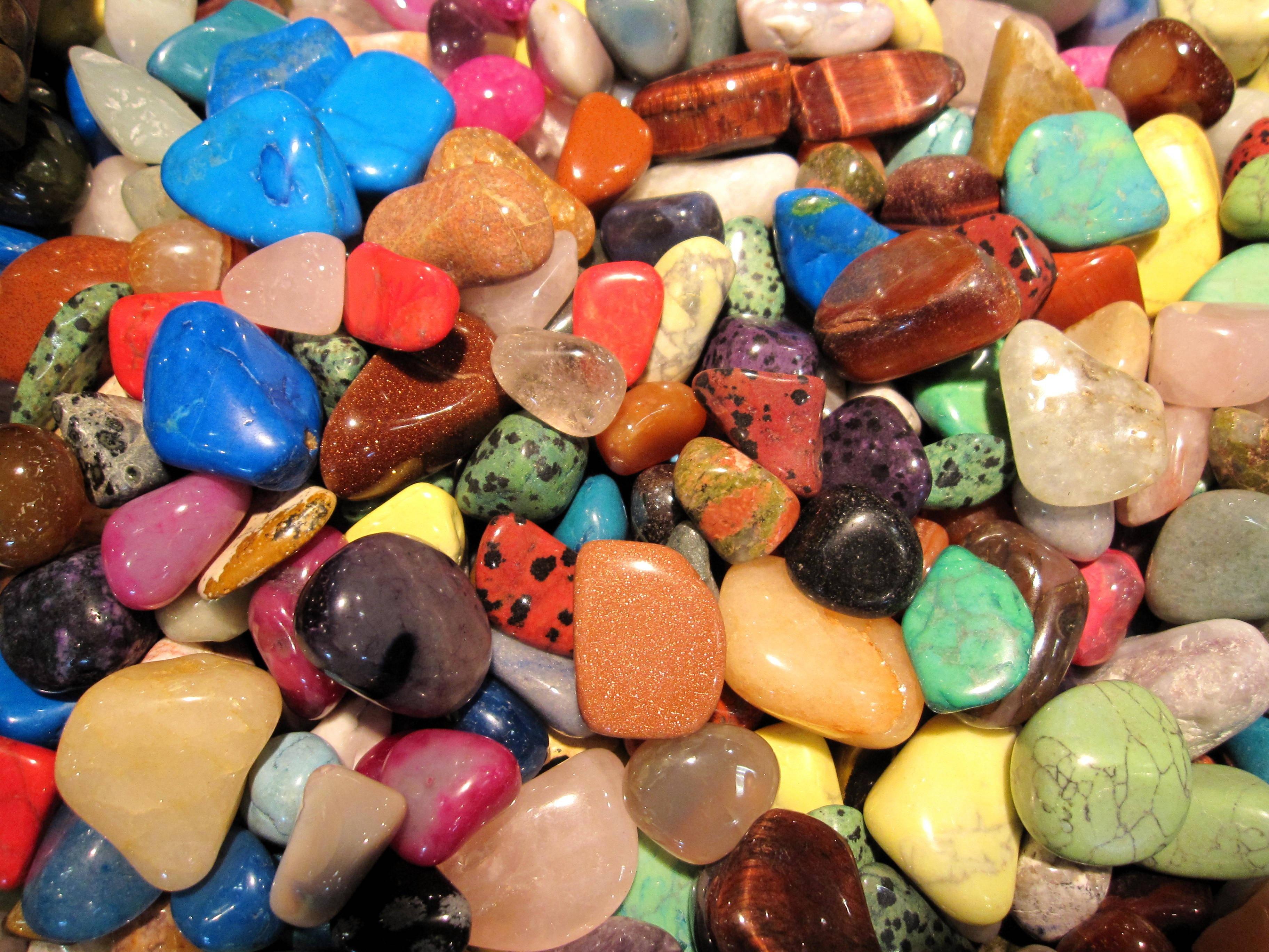 яркие цветные камни фото показывает как хорошее