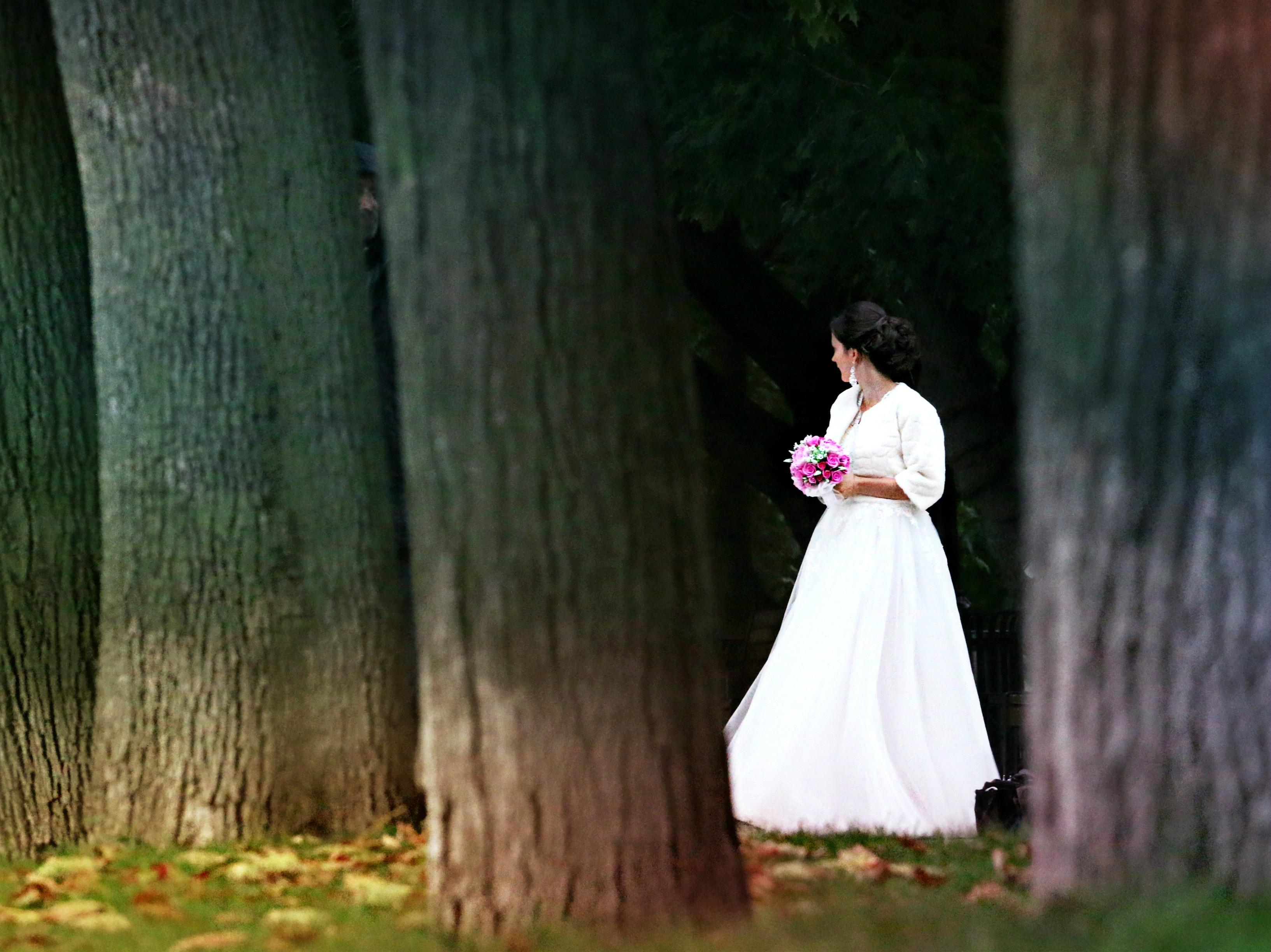 Секс жениха невесты фотографа вместе топчут член