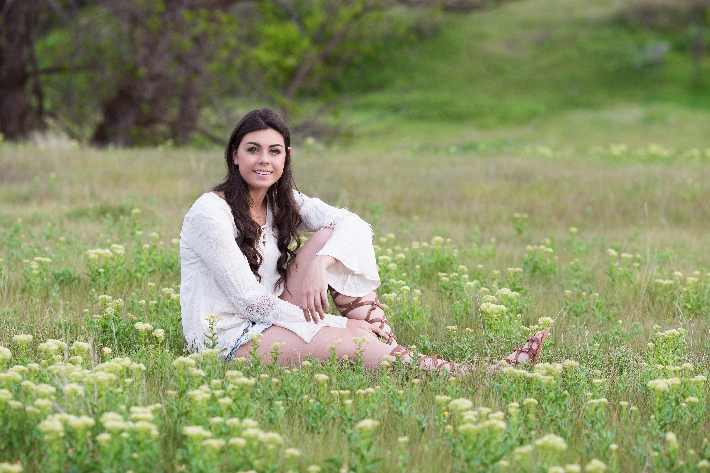 Fotoğraf : çimen, kız, alan, çim, fotoğrafçılık, çayır