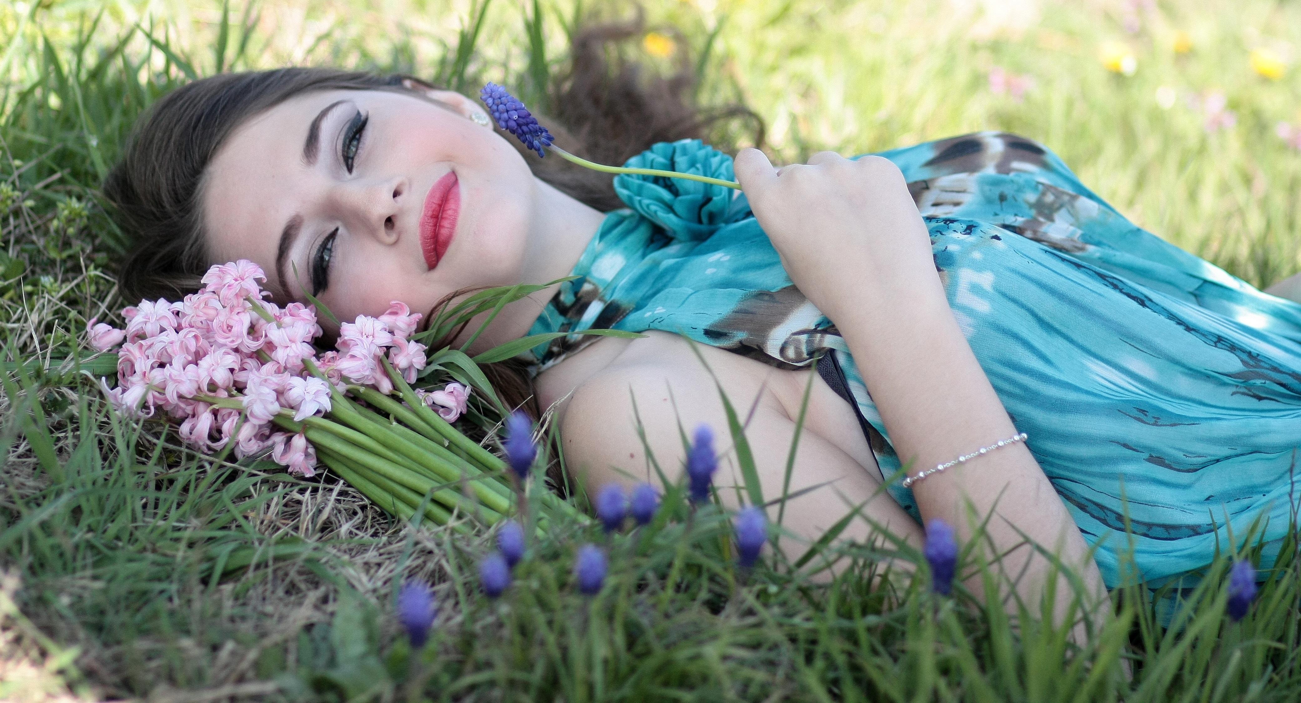 бирюзовая трава на фото цветокоррекция ради новой возлюбленной