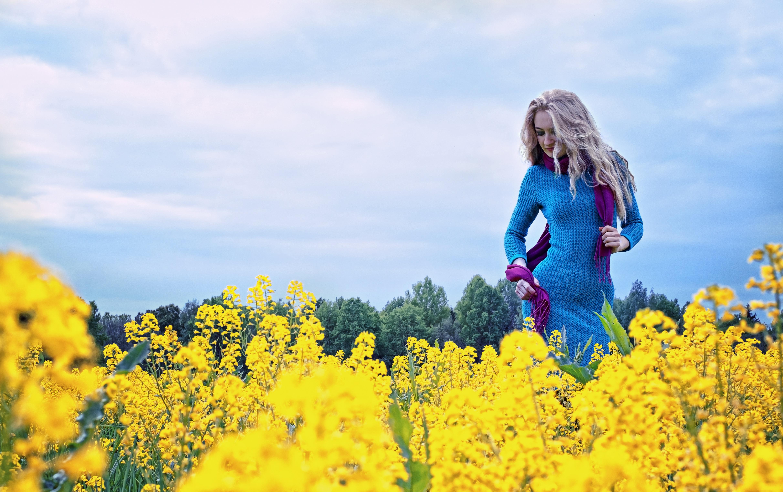 фото красивых девушек блондинок на природе