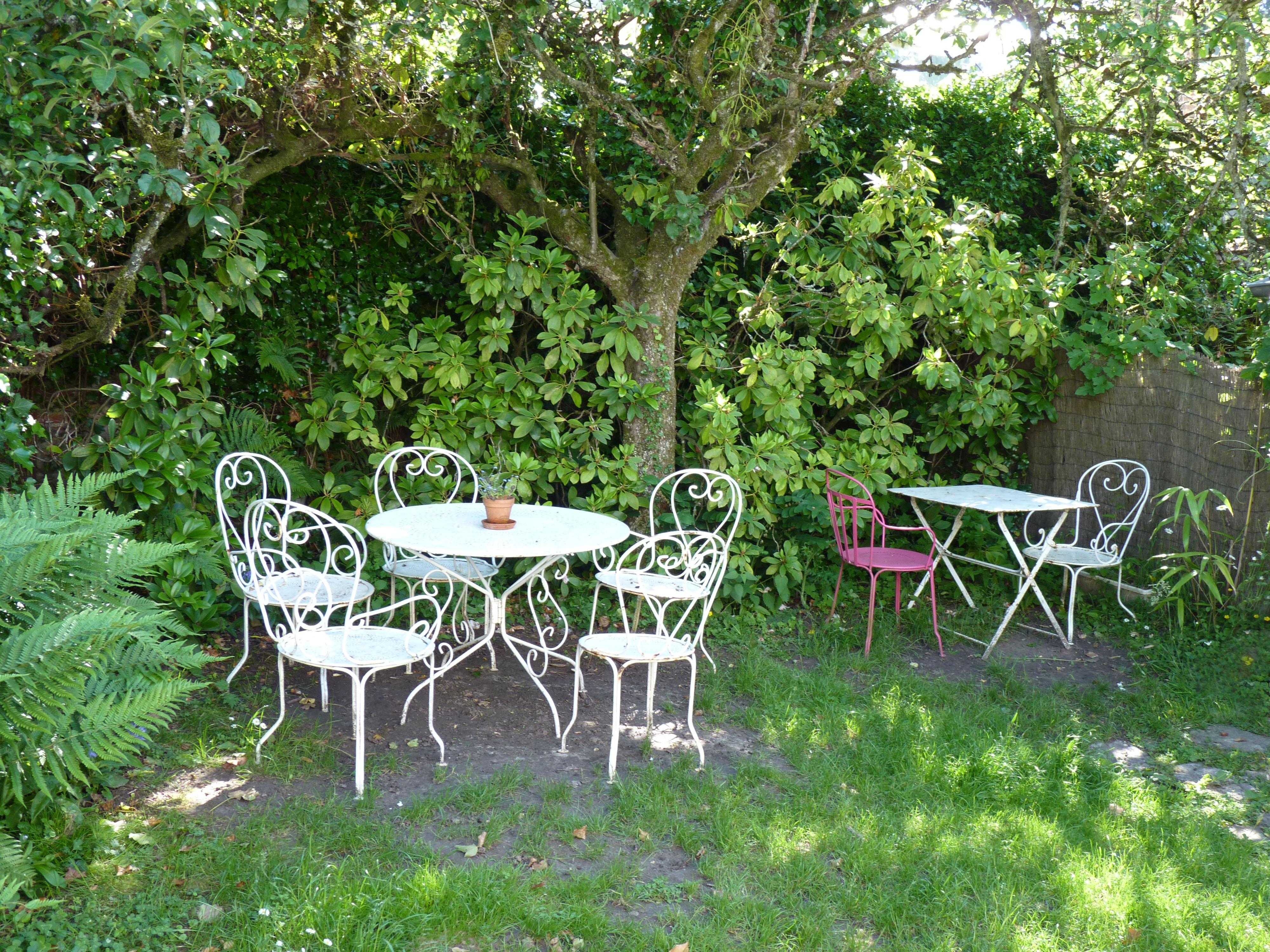 Fotos gratis : naturaleza, césped, flor, cabaña, patio interior ...