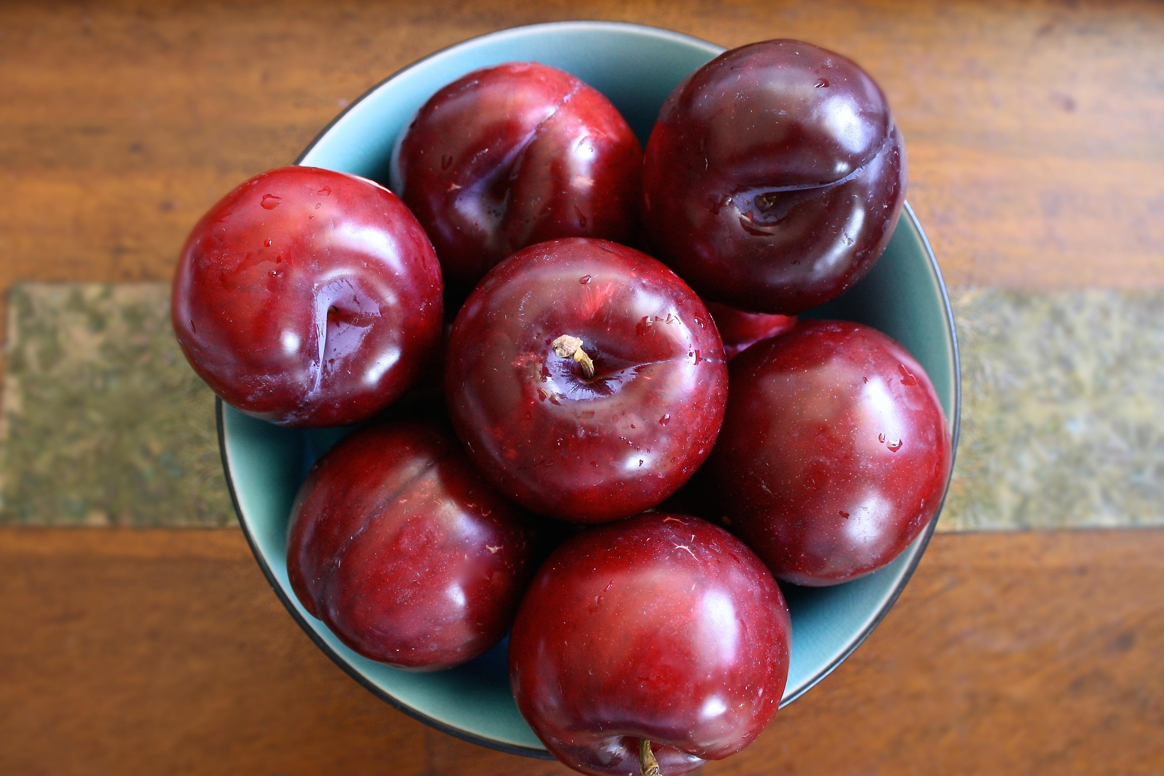 Darmowe Zdjęcia Natura drewno owoc Słodkie lato dojrzały miska jedzenie czerwony produkować świeży rolnictwo śniadanie zdrowy przekąska