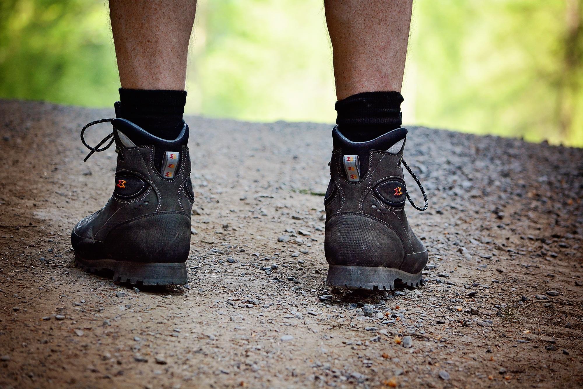 ещё картинки ноги с ботинками настроены только самостоятельную
