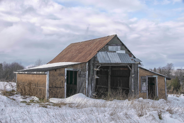 images gratuites la nature neige hiver bois ferme maison toit b timent grange cabanon. Black Bedroom Furniture Sets. Home Design Ideas